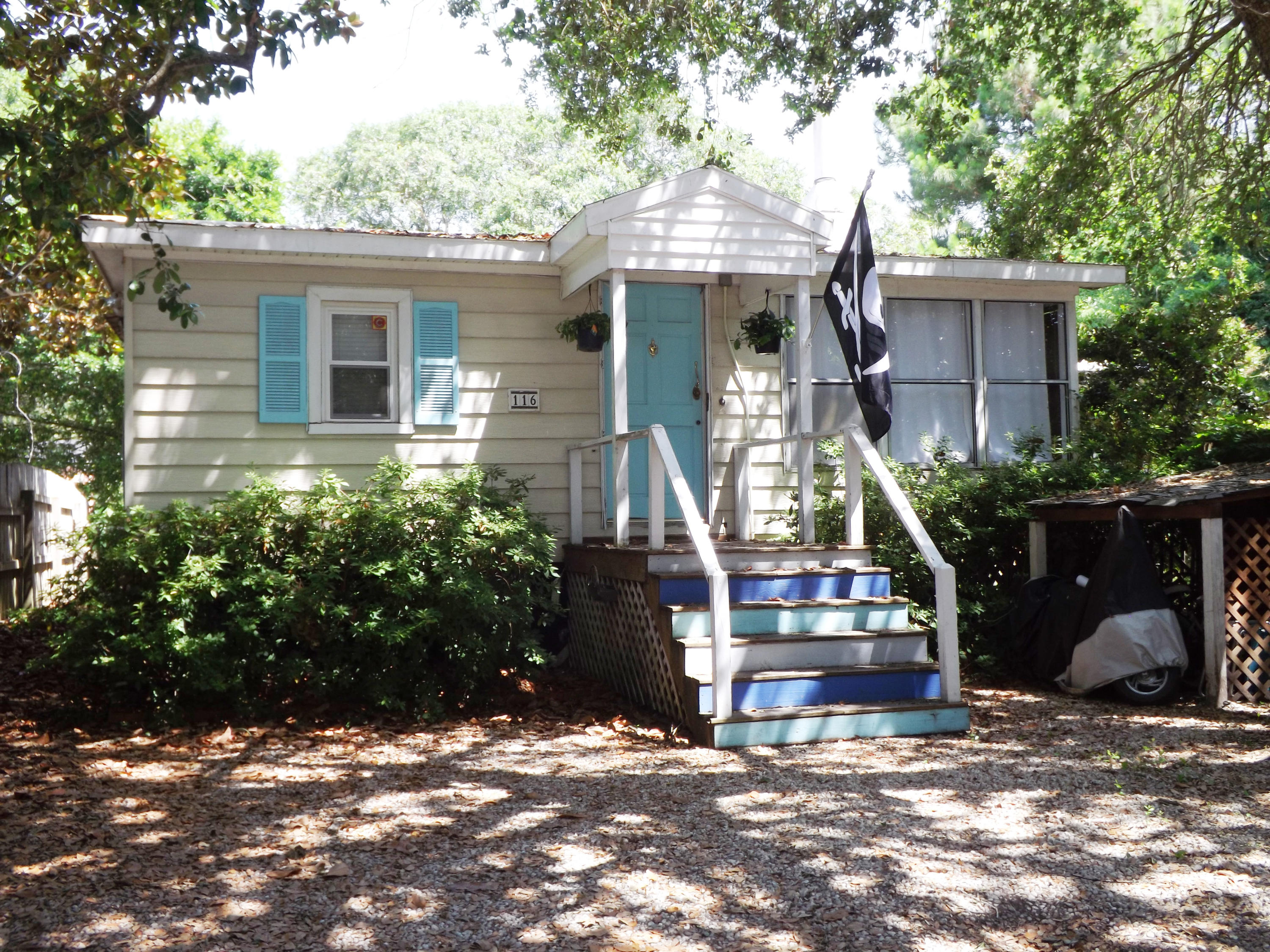 116 E Hudson Avenue Folly Beach, SC 29439
