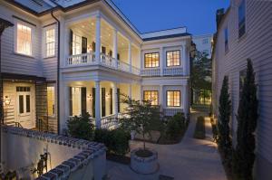8 Vanderhorst Street, Charleston, SC 29403