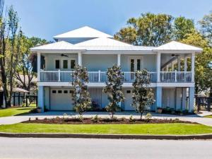 1611 Middle Street, Sullivans Island, SC 29482