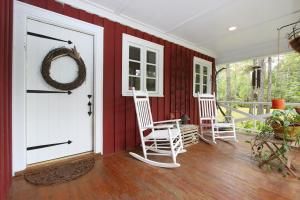 Spacious front porch to enjoy the quiet.