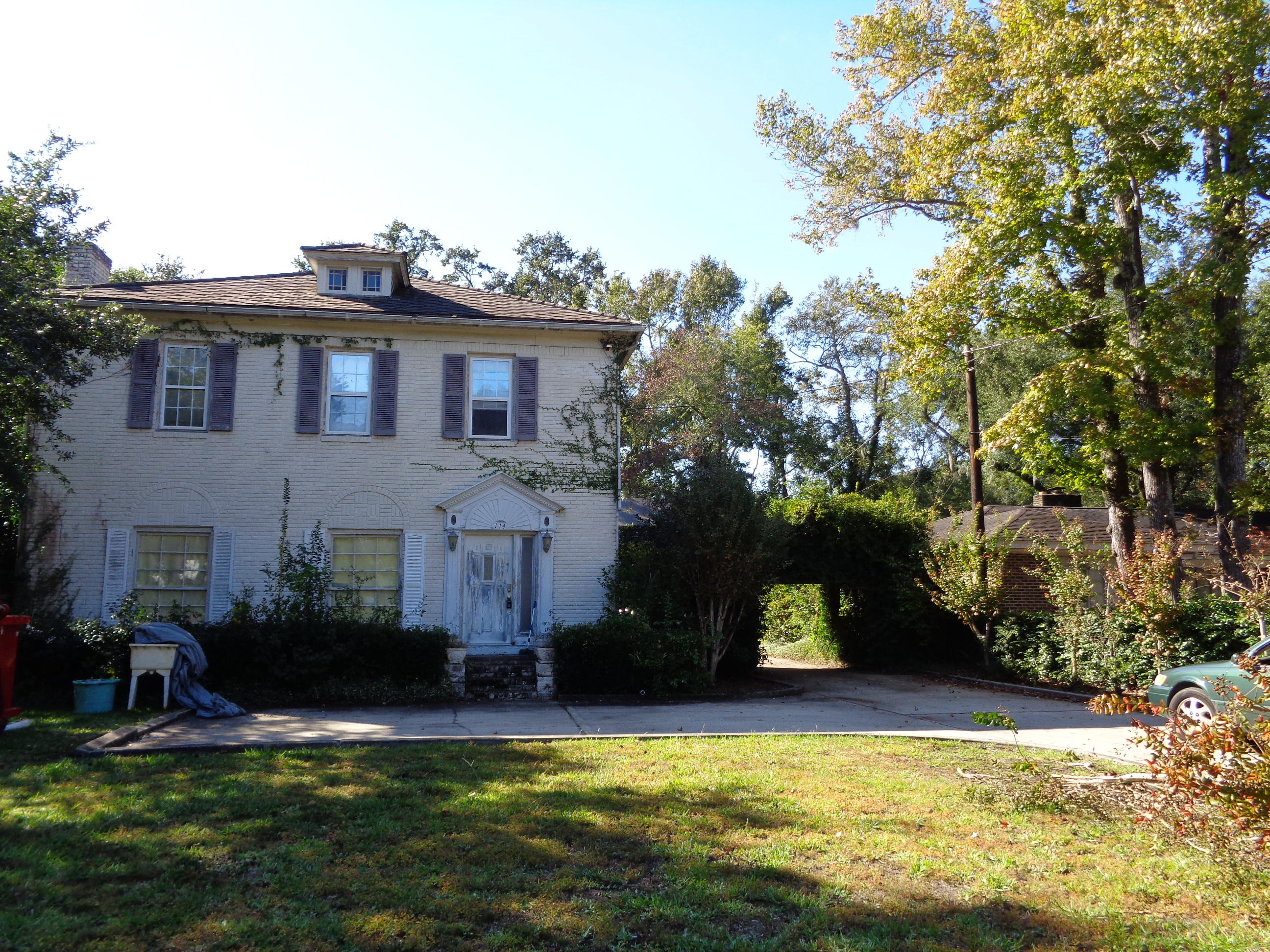114 Folly Road Boulevard Charleston, SC 29407