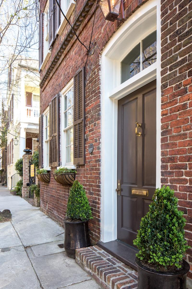 25 Wentworth Street Charleston, SC 29401