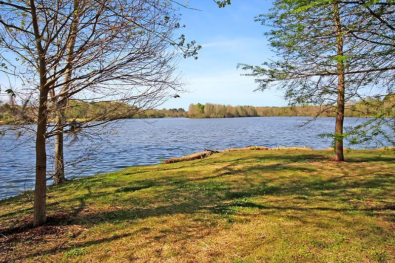100 Sutton Ln Goose Creek, SC 29445