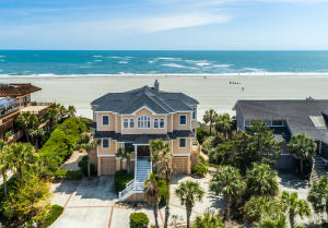 Great location with panoramic beach and ocean views!
