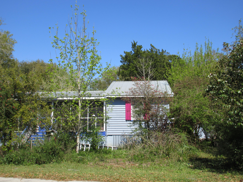 628 Morrison Street Mcclellanville, SC 29458