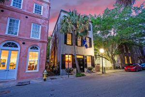 8 Queen Street, Charleston, SC 29401