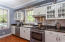 Bright kitchen - Gas stove - Granite counters