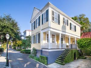 Welcome to 7 Lamboll located on a quiet Alley South of Broad. Simply a charming Bijou for Charleston living.