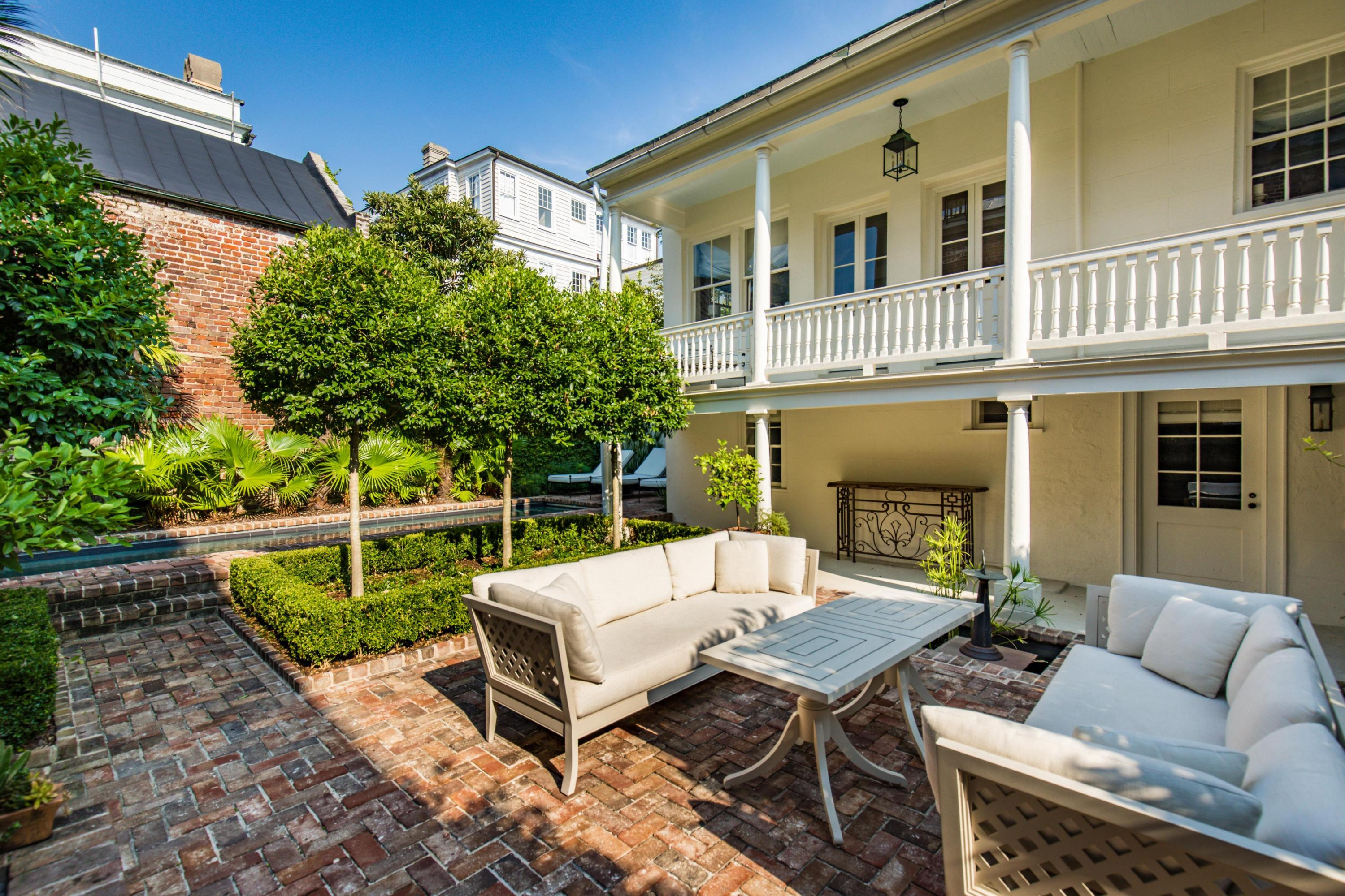 11 Church Street Charleston, SC 29401