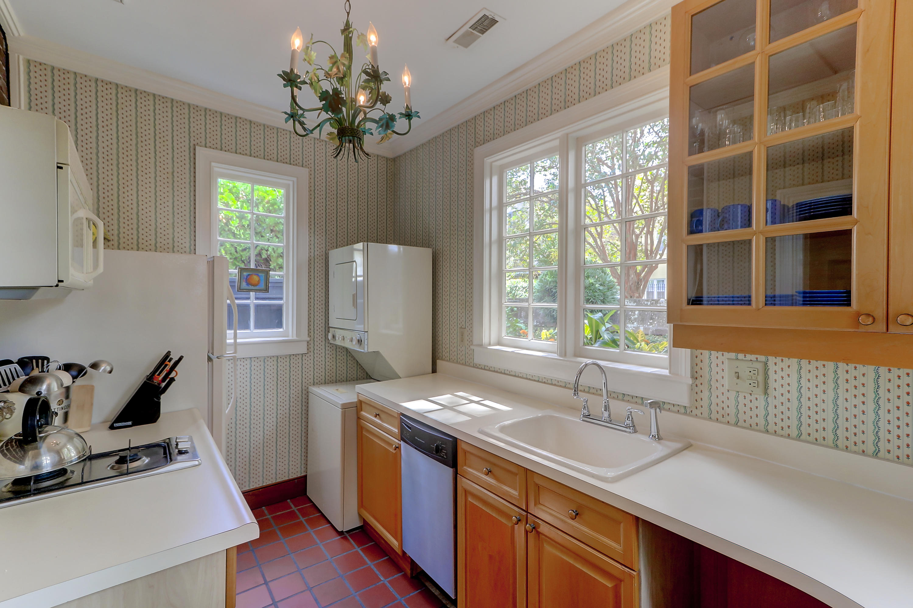 8/10 Ropemakers Lane Charleston, SC 29401
