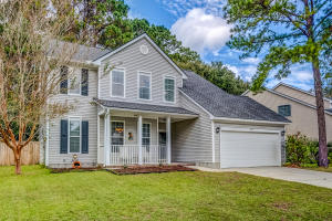 Traditional 2-story home in Charleston National