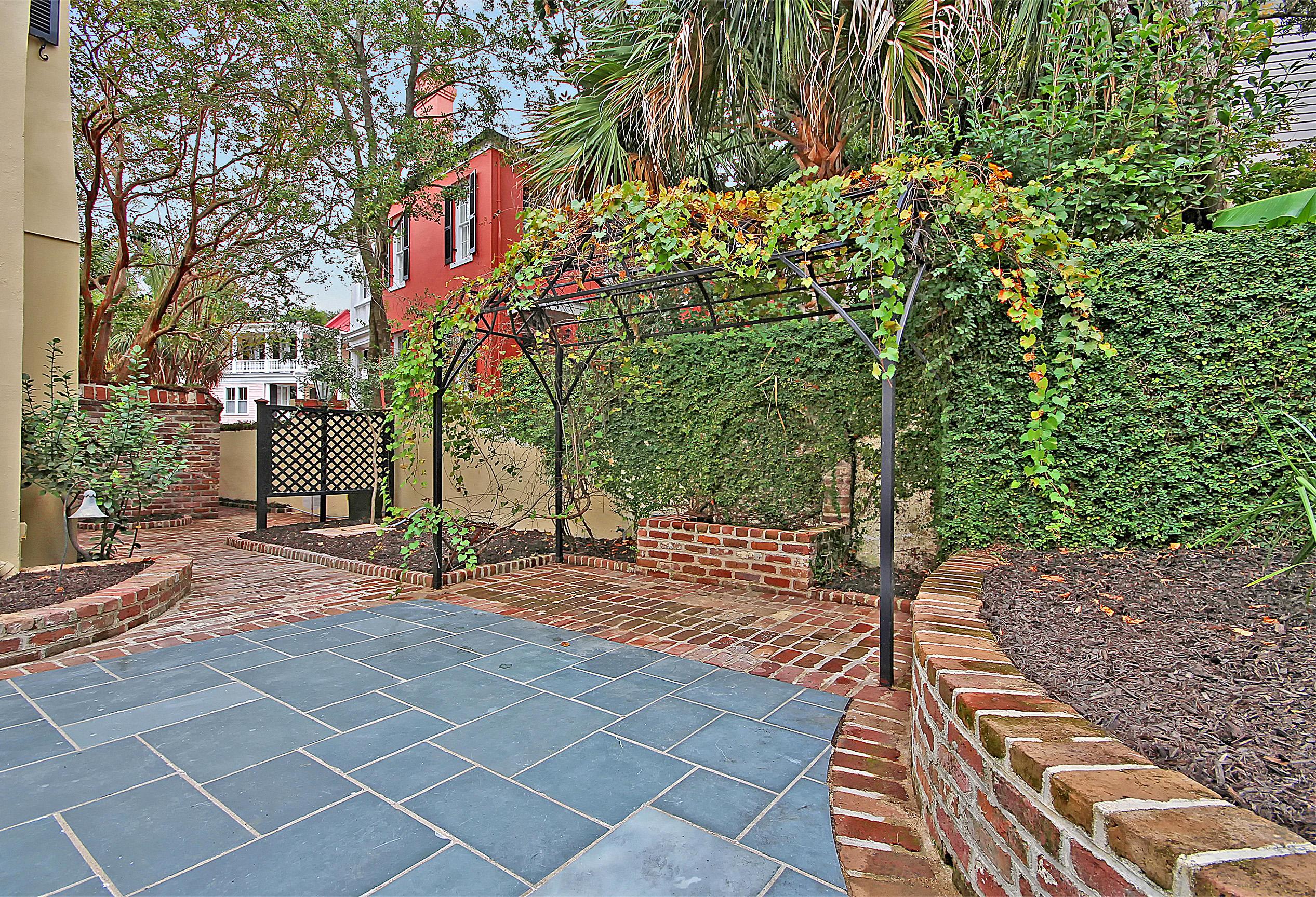 Zig Zag Alley Charleston, SC 29401