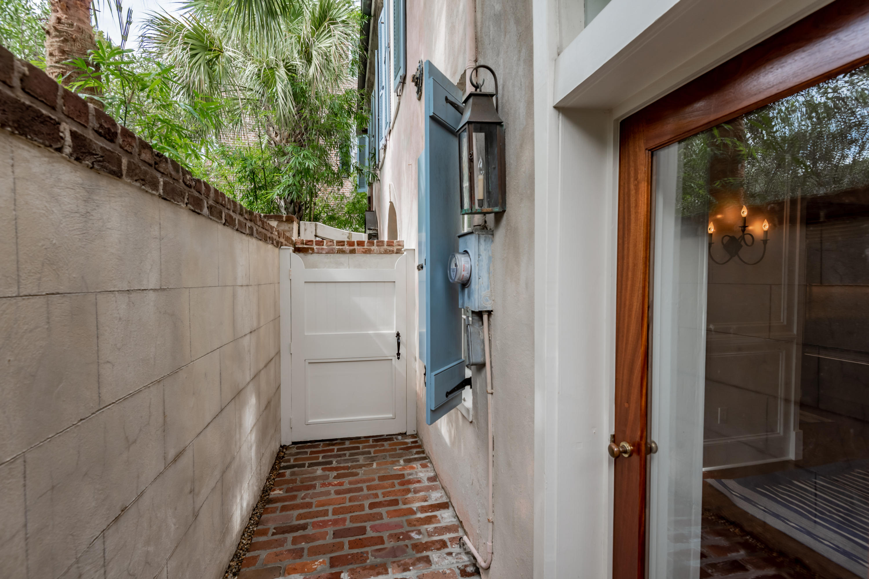 83 Church Street Charleston, SC 29401