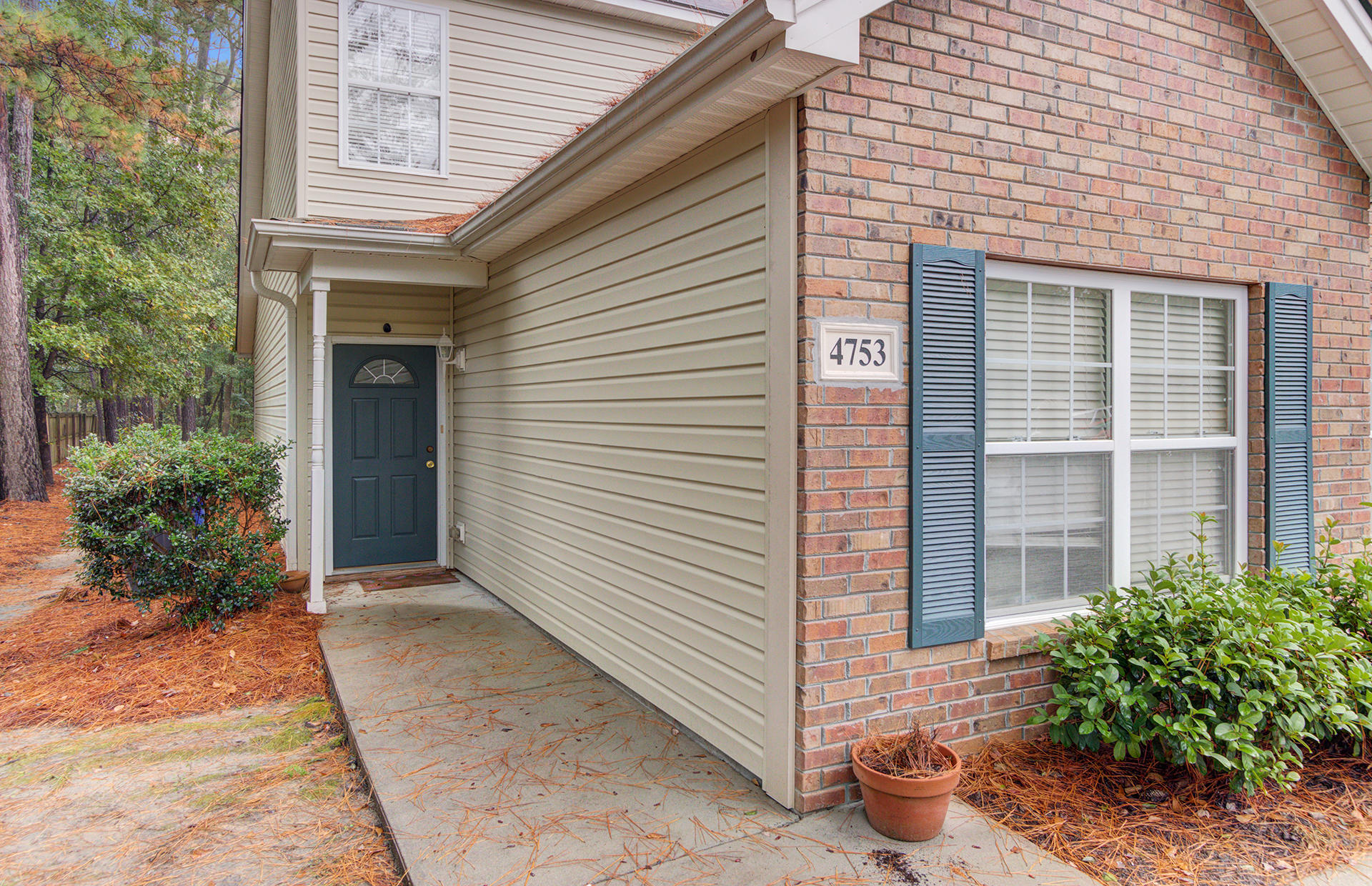 4753 Skillmaster Court North Charleston, SC 29406