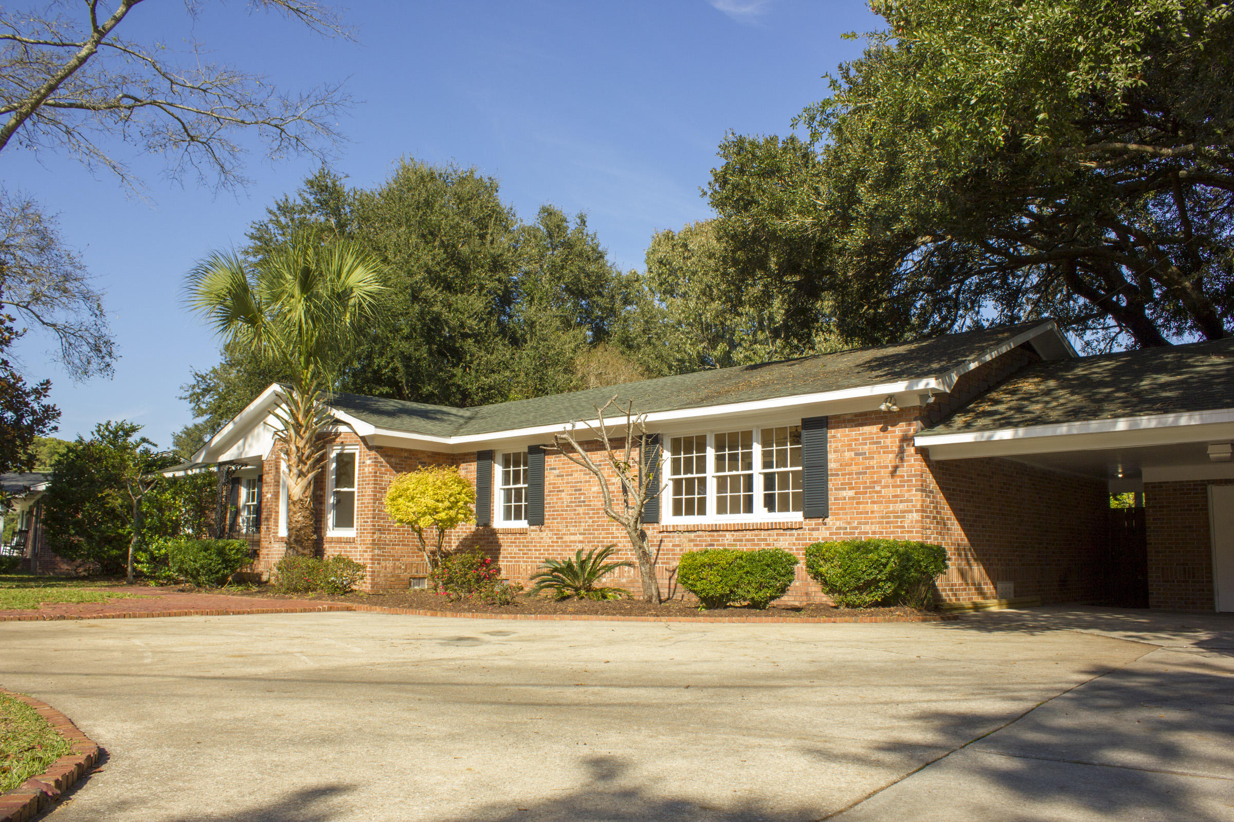 820 Mikell Drive Charleston, SC 29412