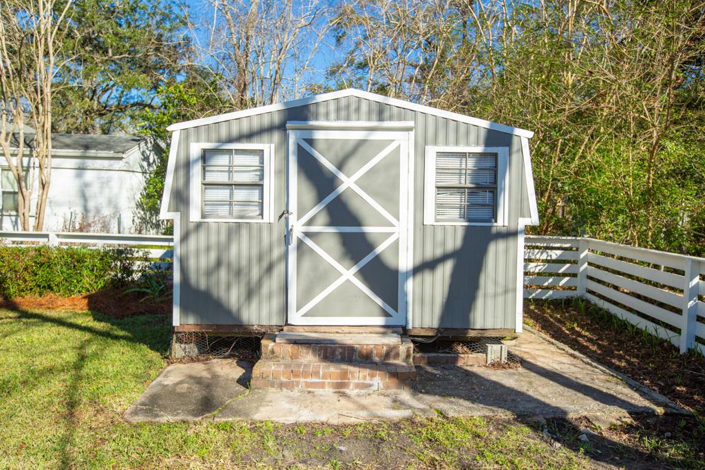 8 Paula Drive Charleston, SC 29407