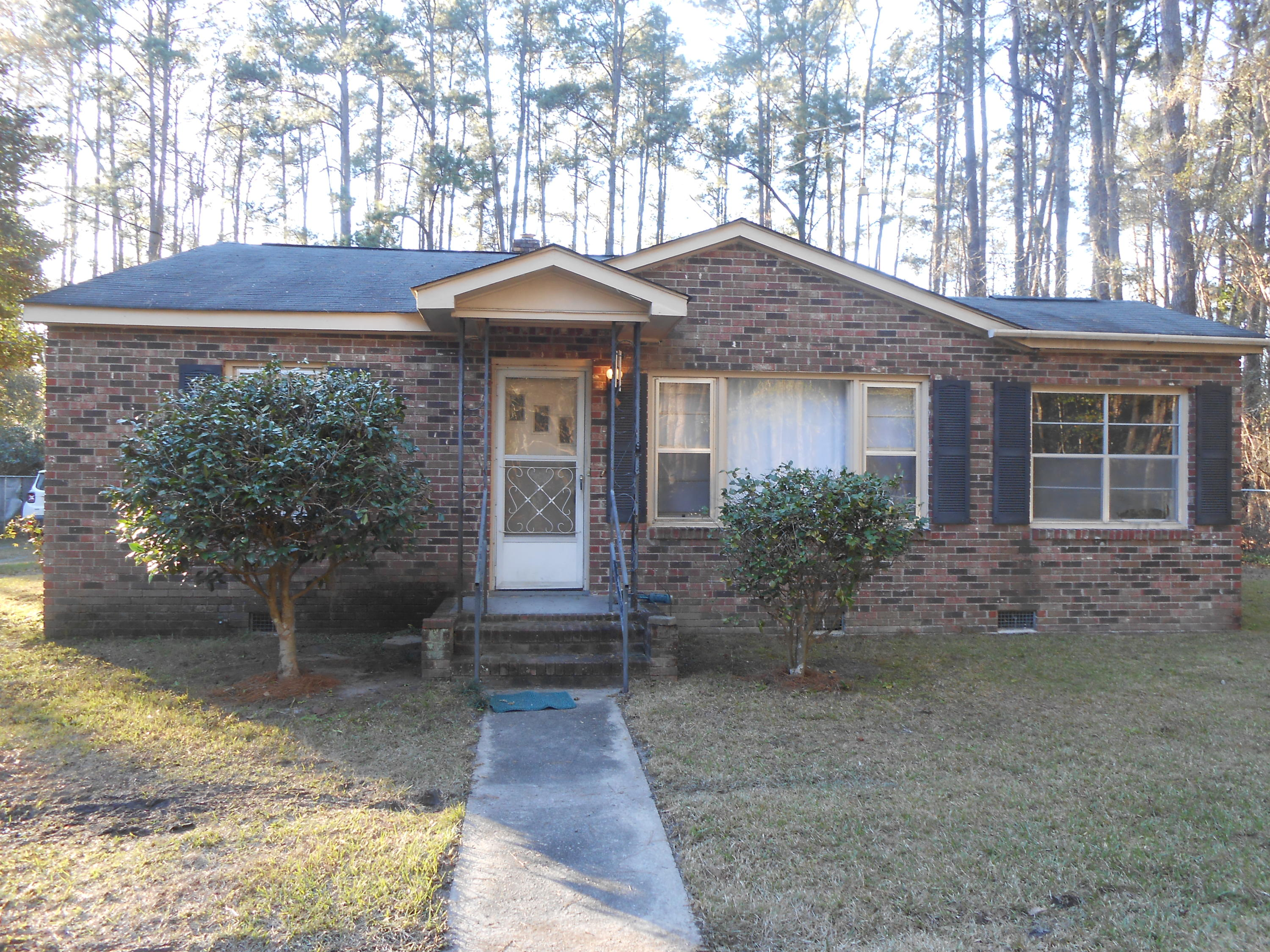 320 Laurel Avenue Walterboro, SC 29488