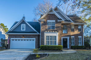 Brick home in desirable Brickyard neighborhood