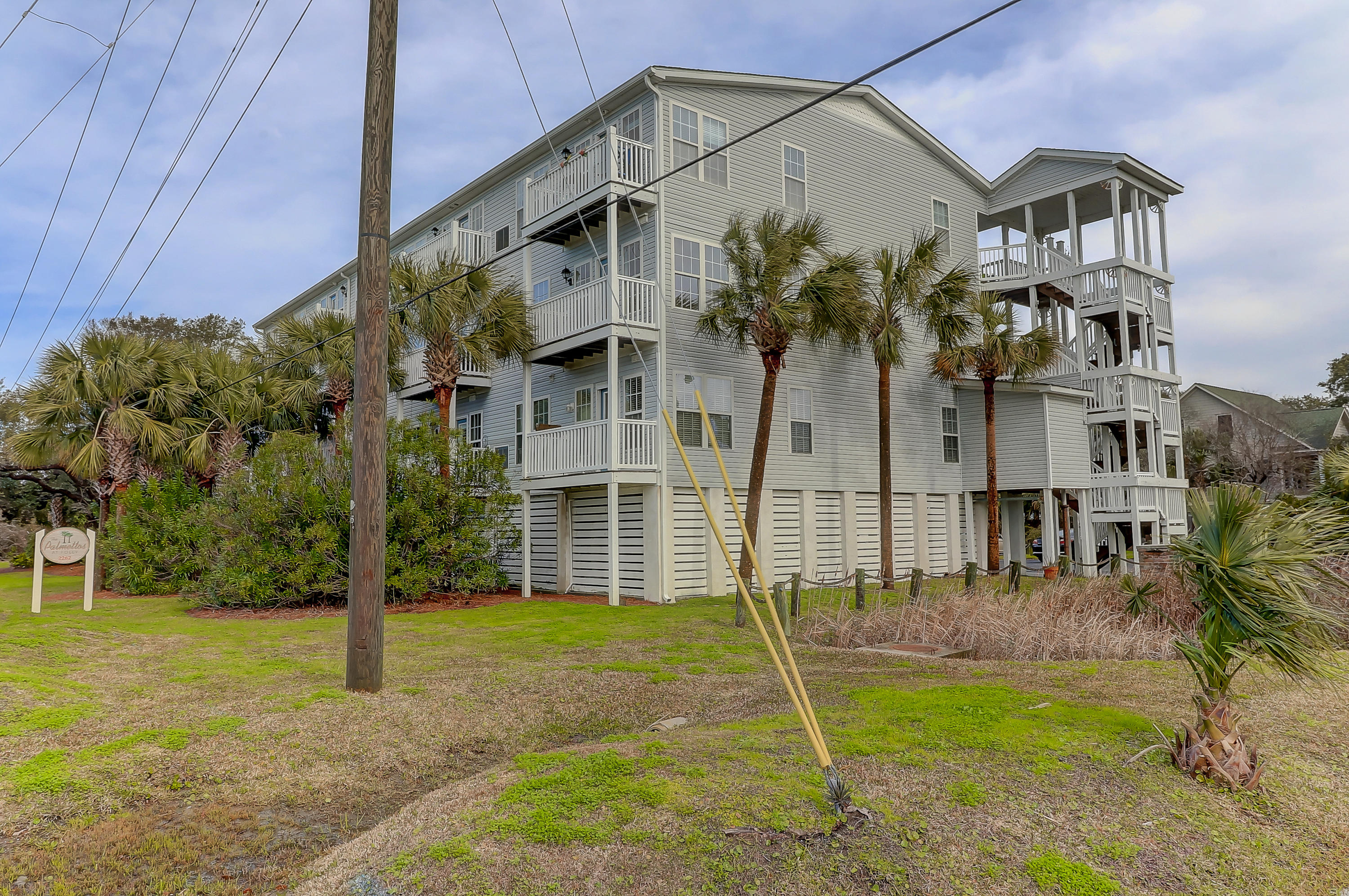 2262 Folly Road Charleston, SC 29412