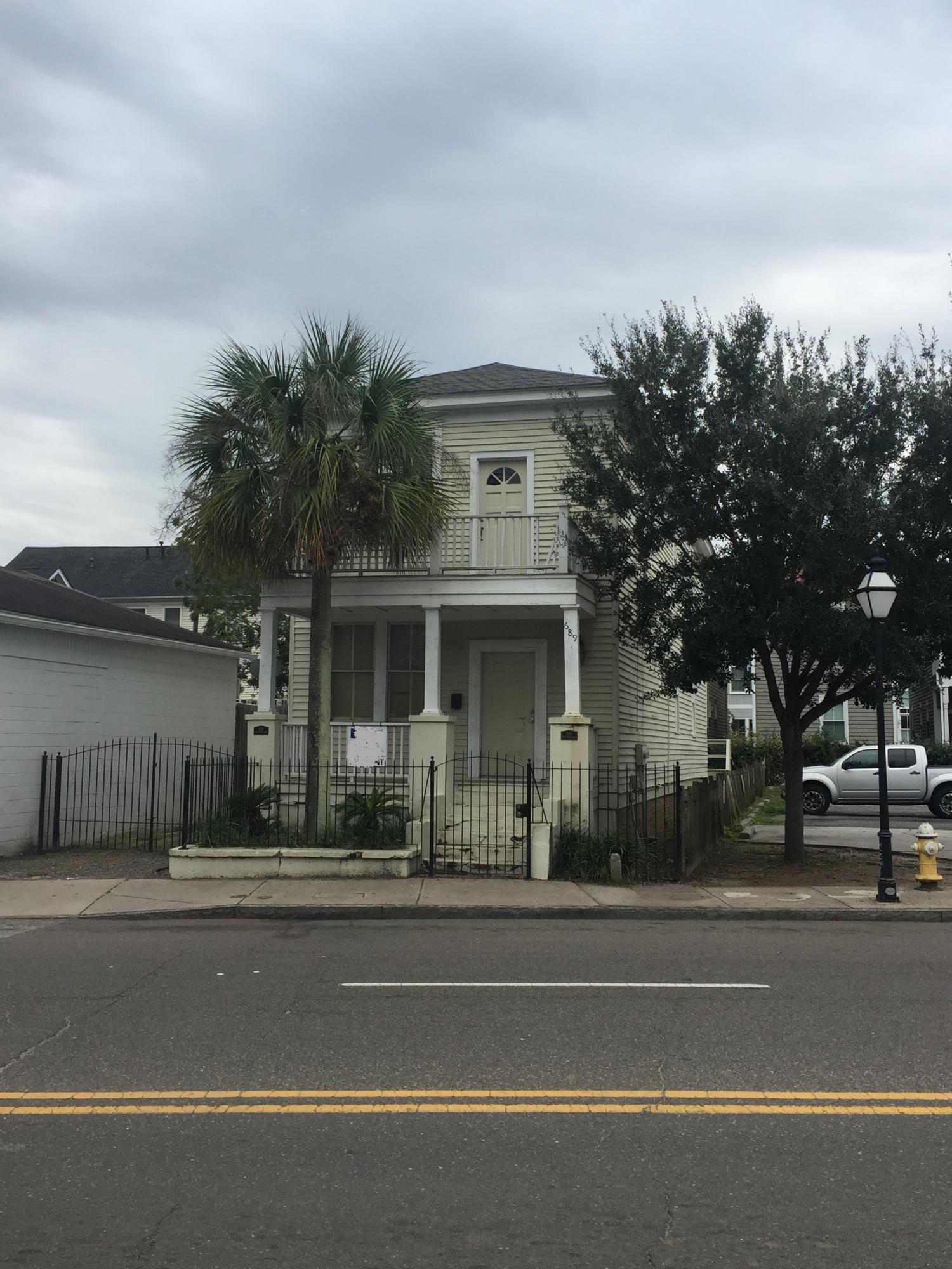 689 King Street Charleston, SC 29403