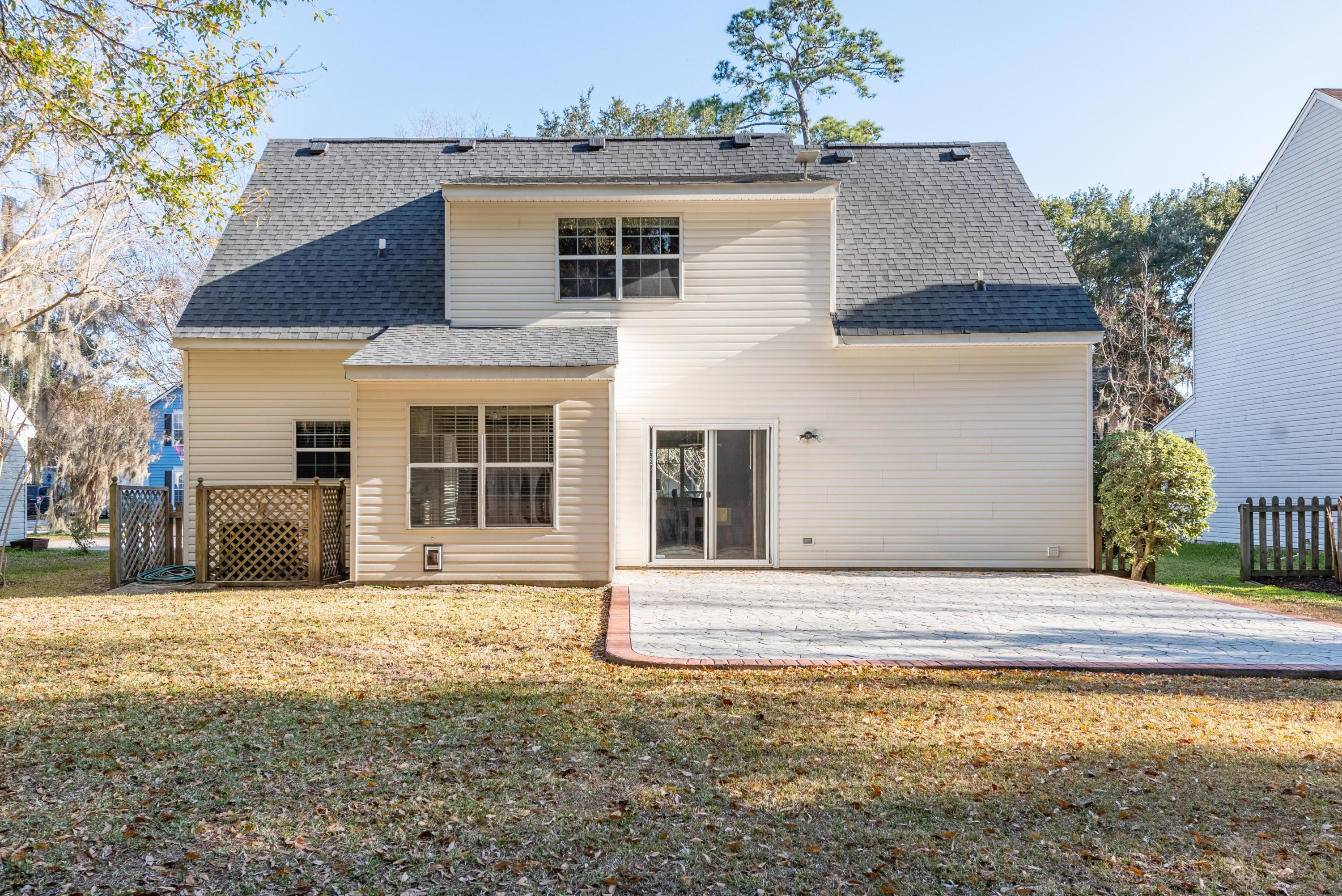 1323 Center Lake Drive Mount Pleasant, SC 29464