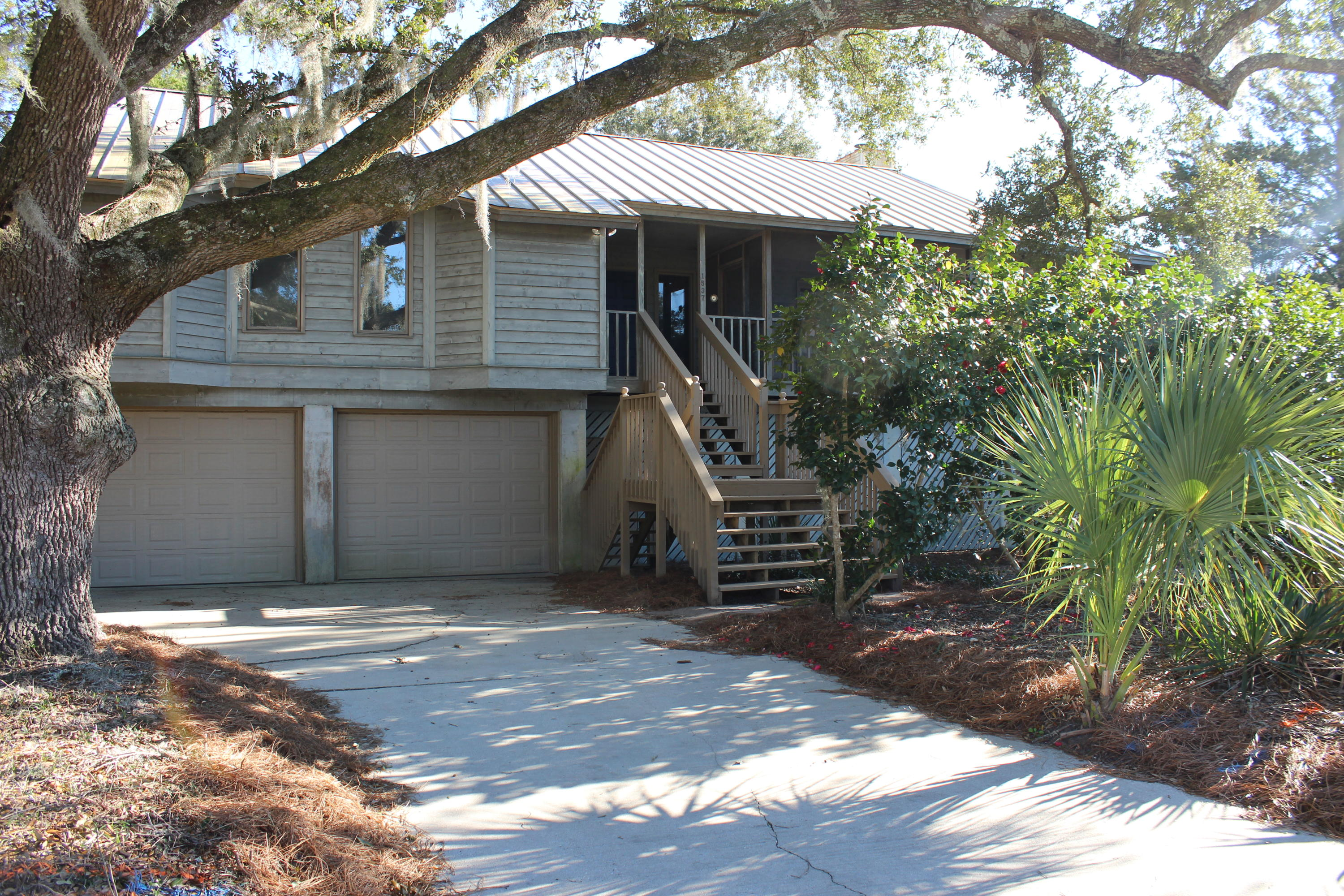 1537 Oaklanding Rd Road Mount Pleasant, SC 29464