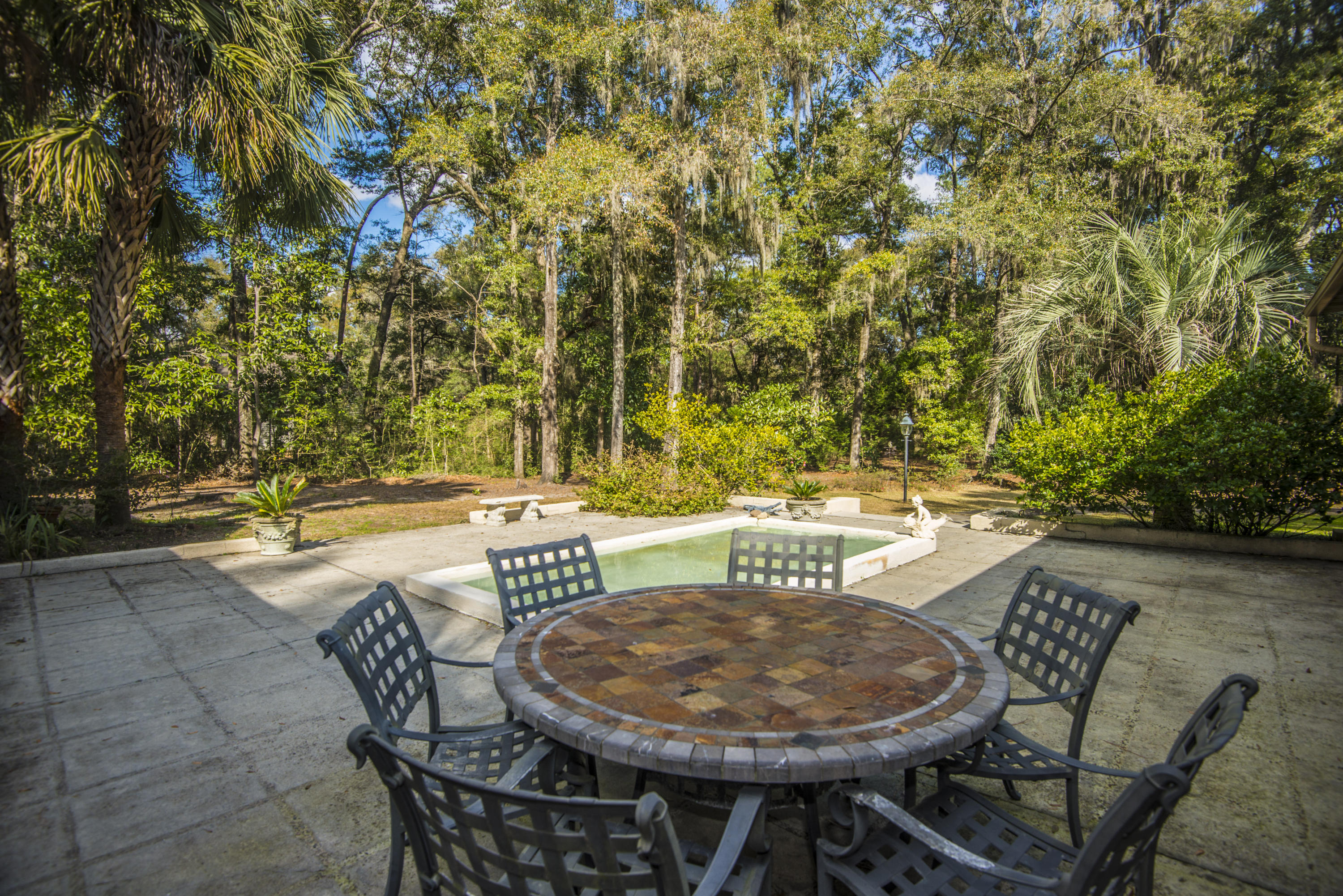 18 Middleton Oaks Road Charleston, SC 29414