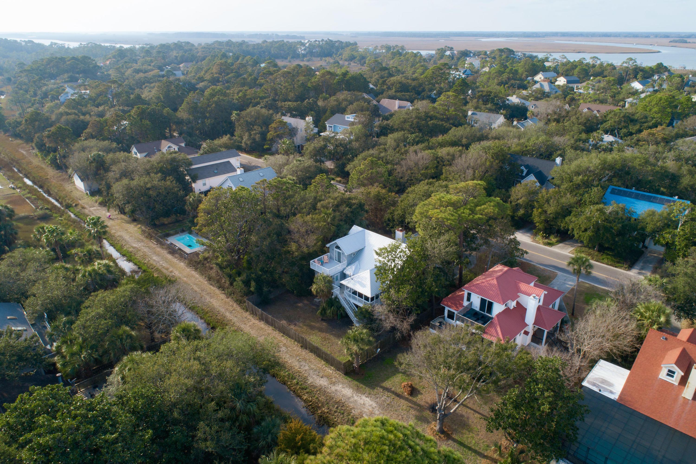 305 W Hudson Avenue Folly Beach, SC 29439