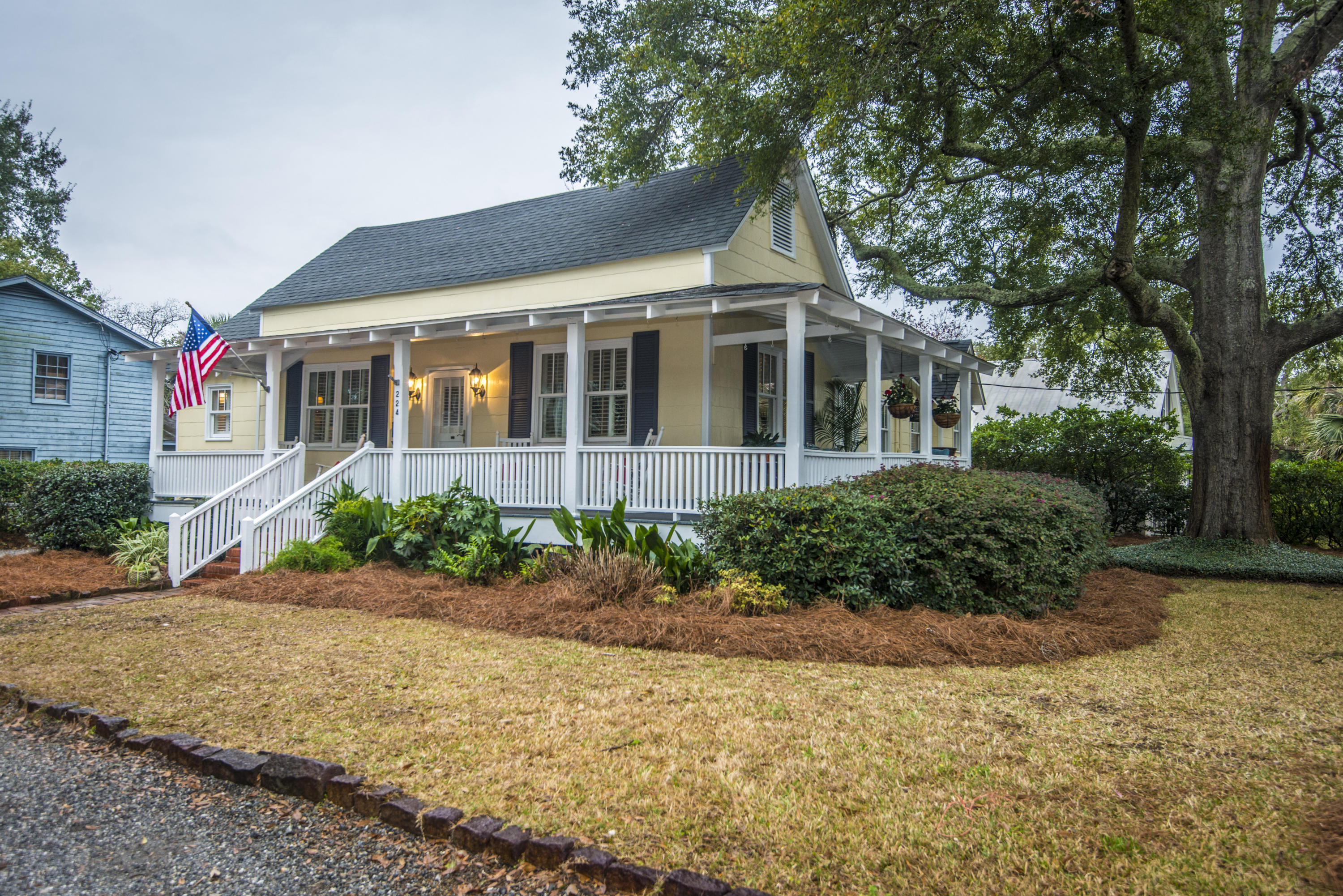 224 Queen Street Mount Pleasant, SC 29464