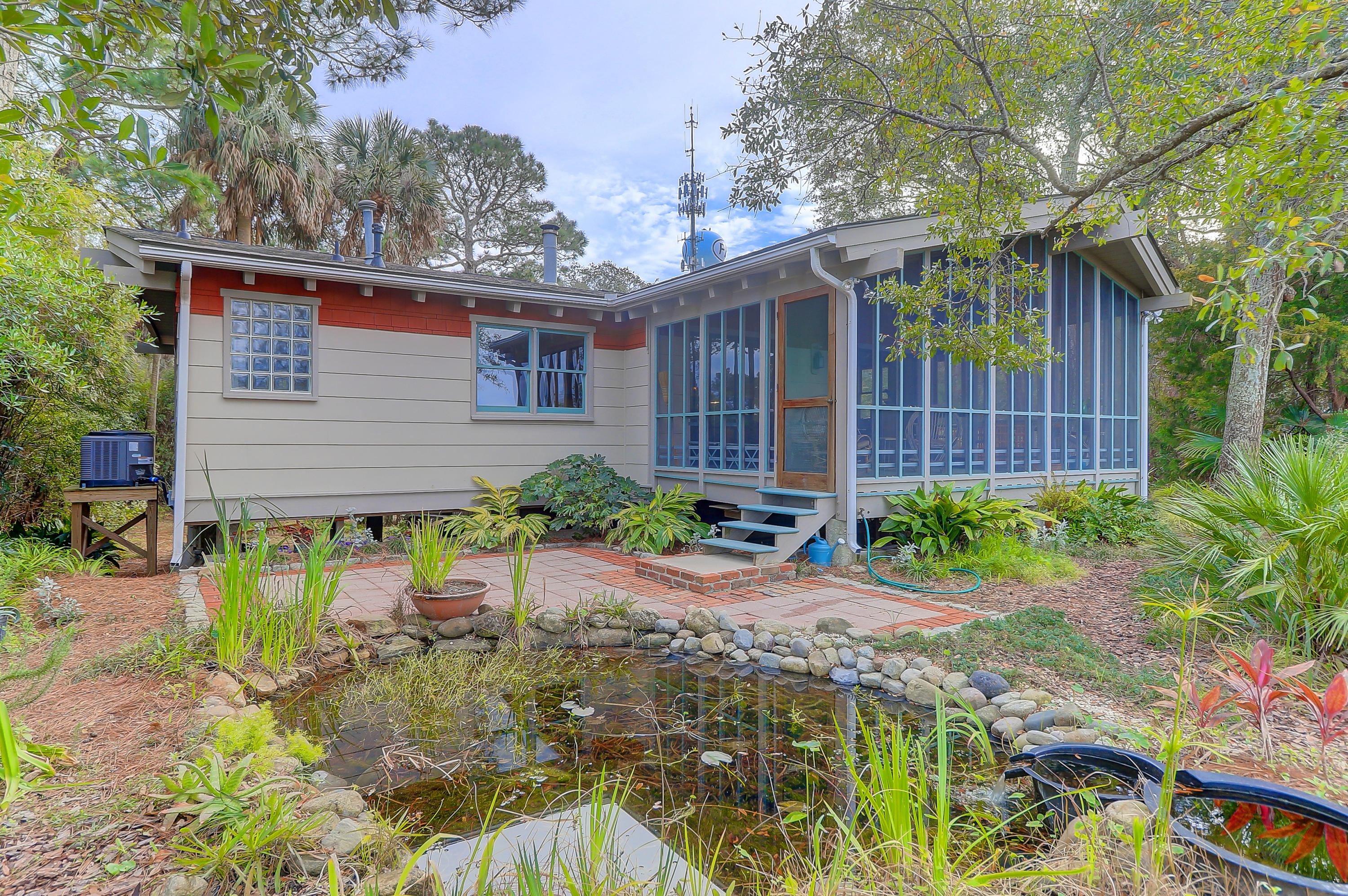 520 E Huron Avenue Folly Beach, SC 29439
