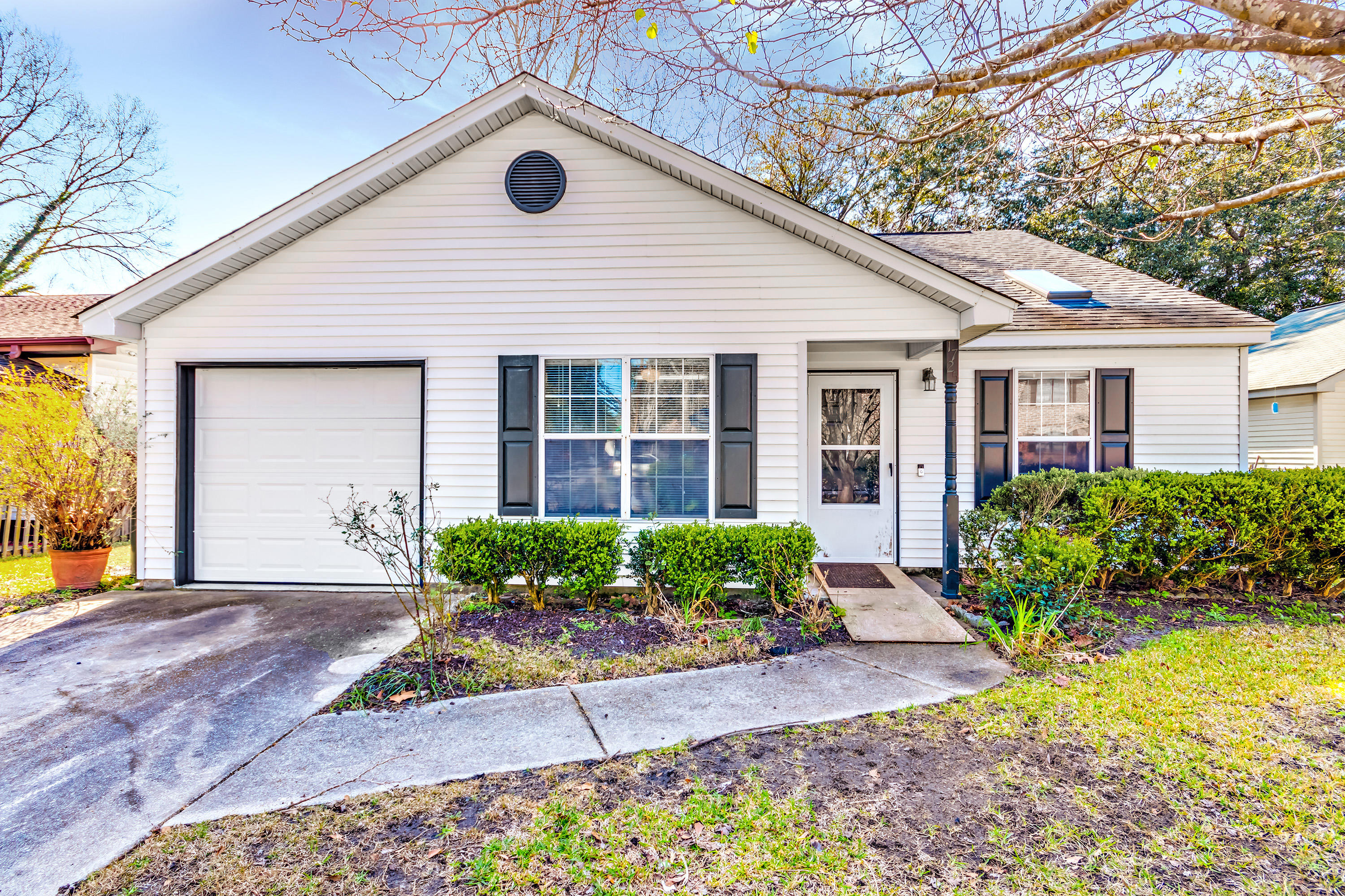 1725 River Front Drive Charleston, SC 29407
