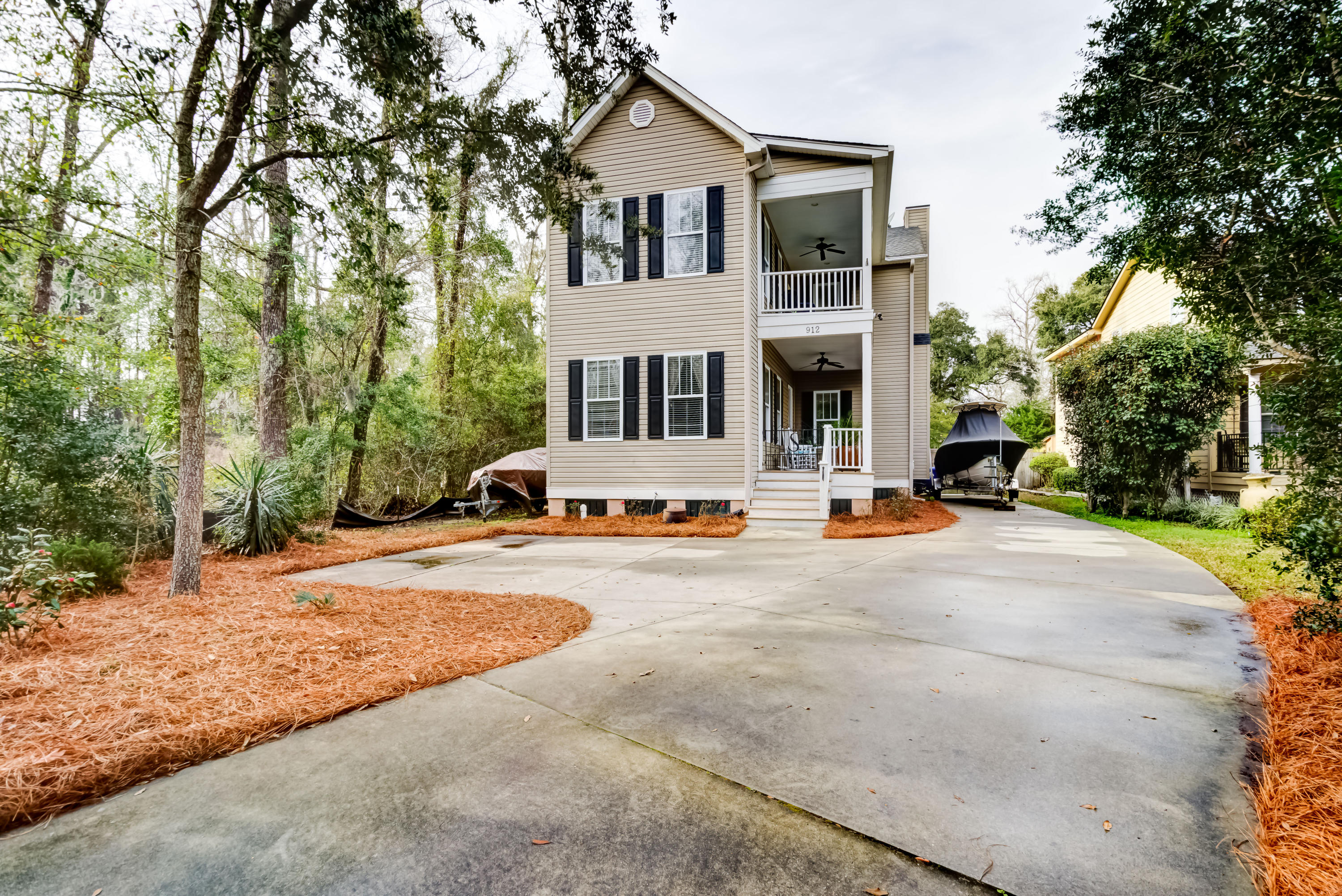 912 Mathis Ferry Road Mount Pleasant, SC 29464