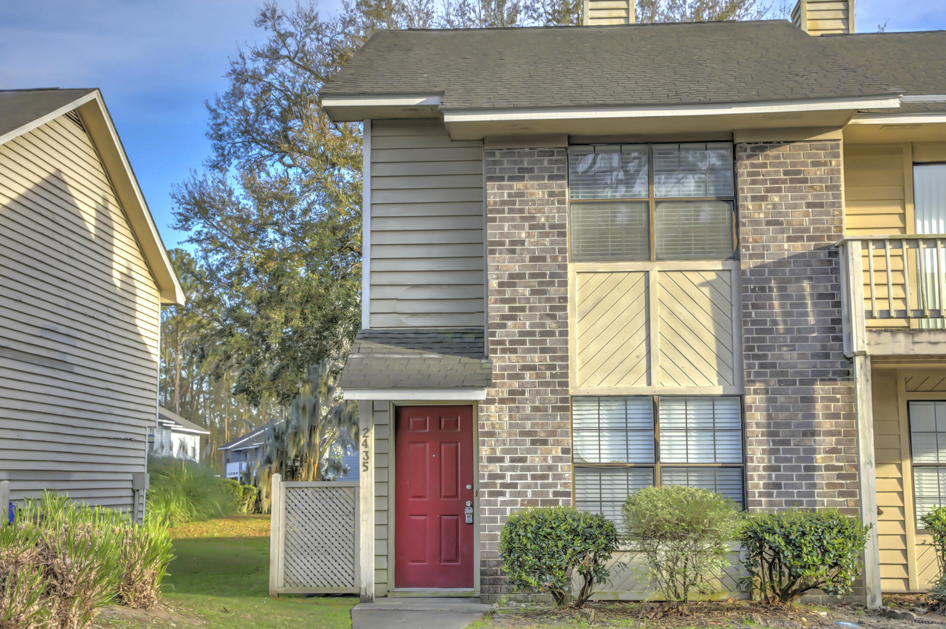 2435 Woodstock Avenue North Charleston, SC 29406