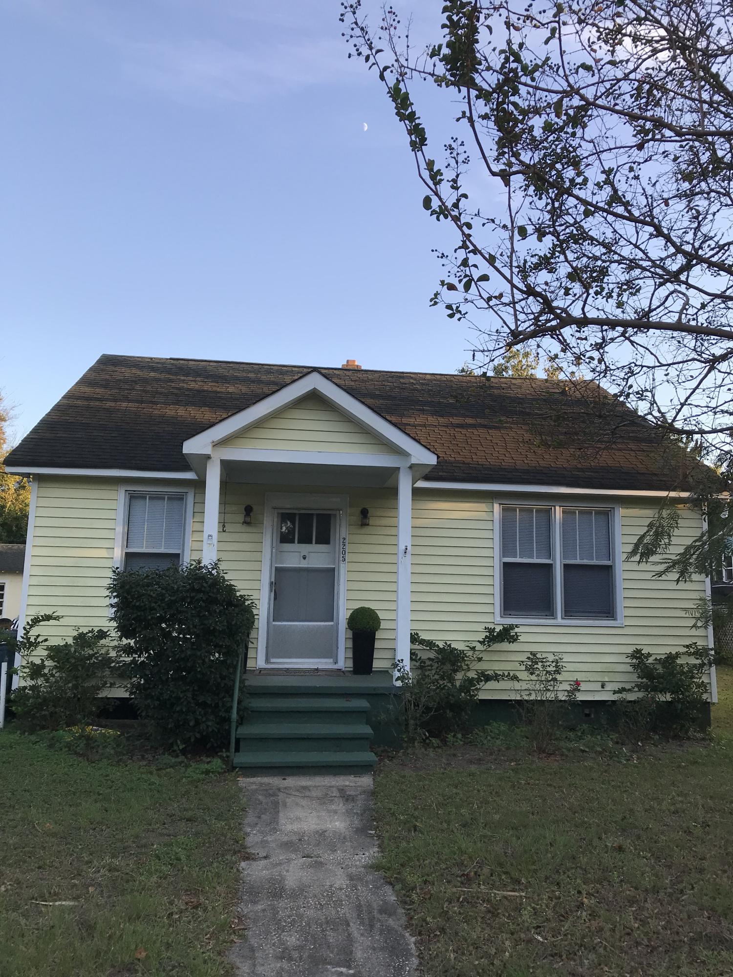 2205 Myrtle Avenue Sullivans Island, SC 29482