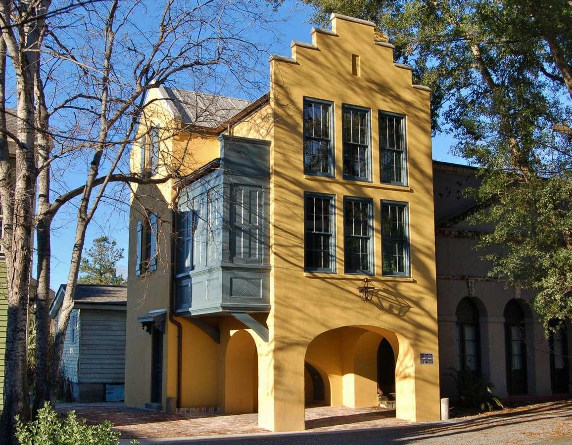 26 Catfiddle Street Charleston, SC 29403
