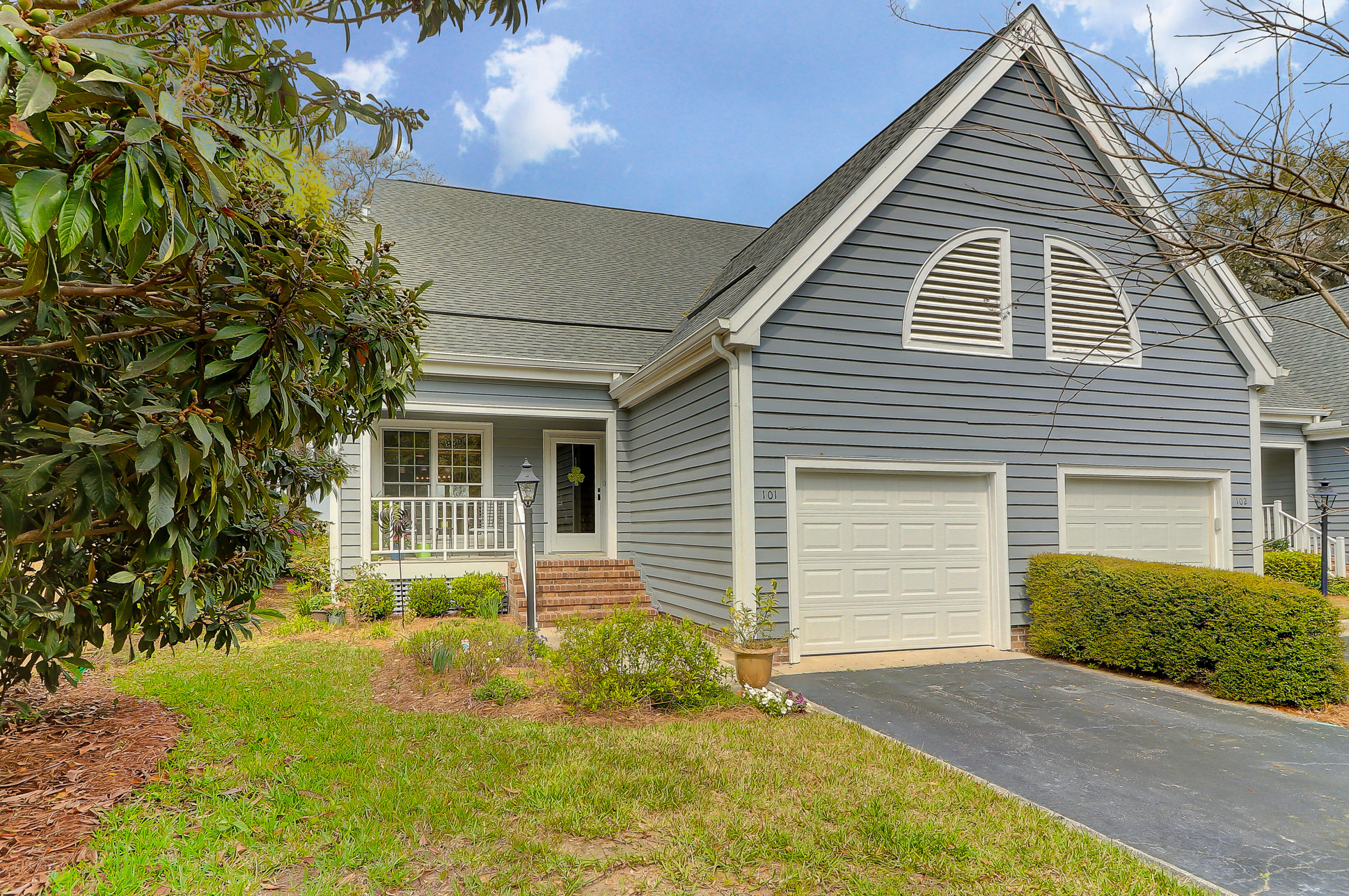 101 Waterfront Plantation Drive Charleston, SC 29412