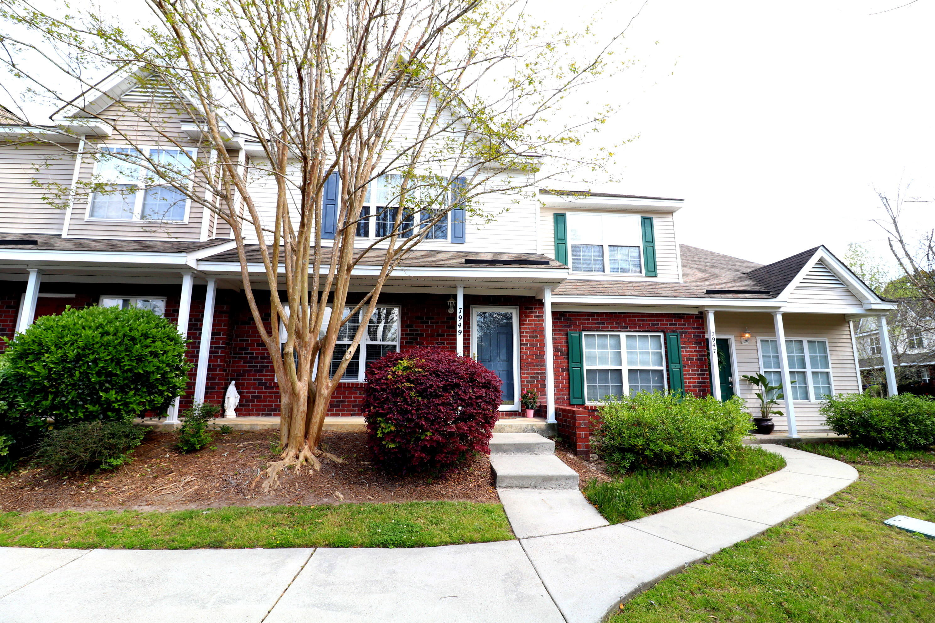 7949 Shadow Oak Drive North Charleston, SC 29406