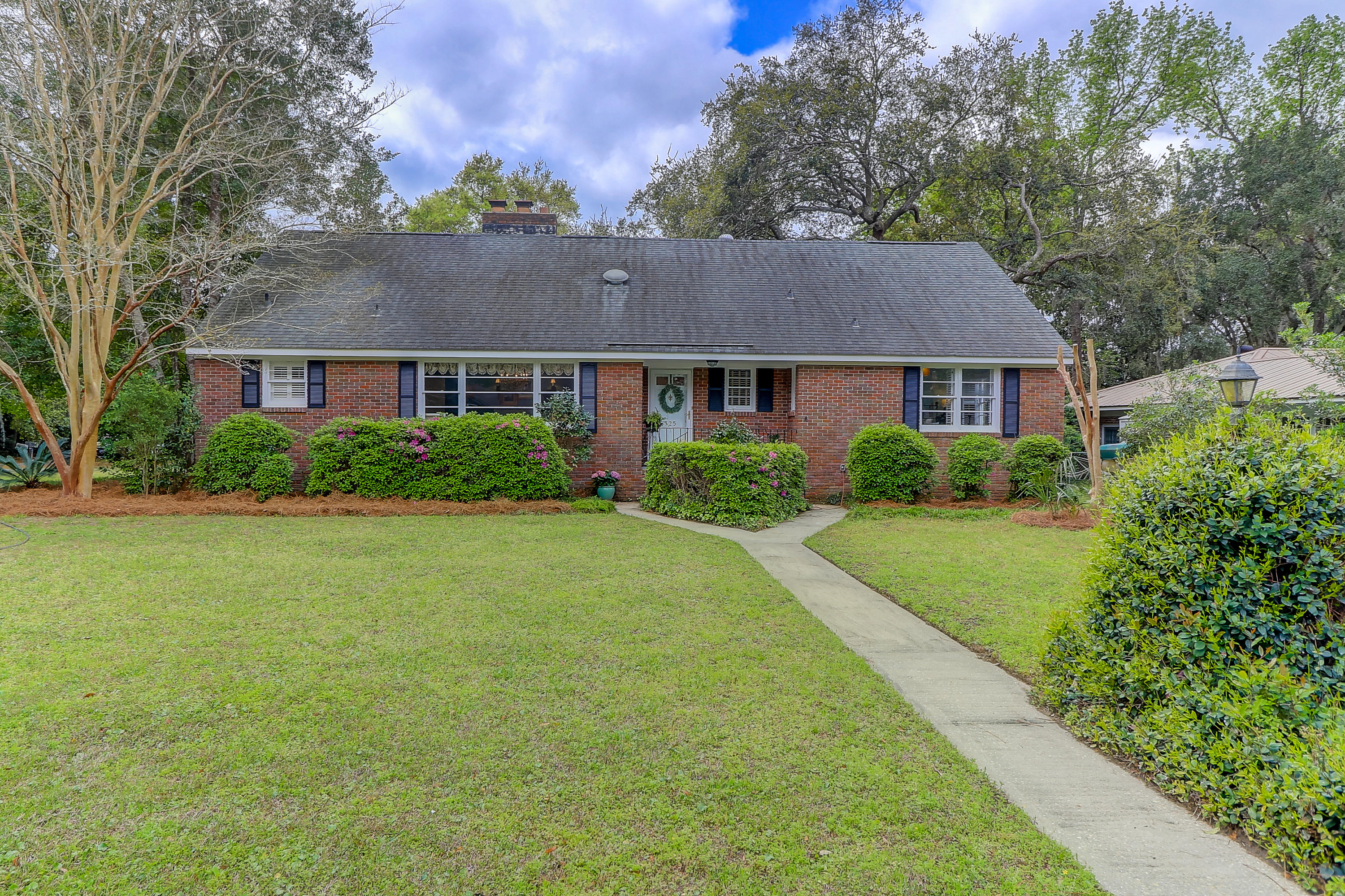 325 Hobcaw Drive Mount Pleasant, SC 29464