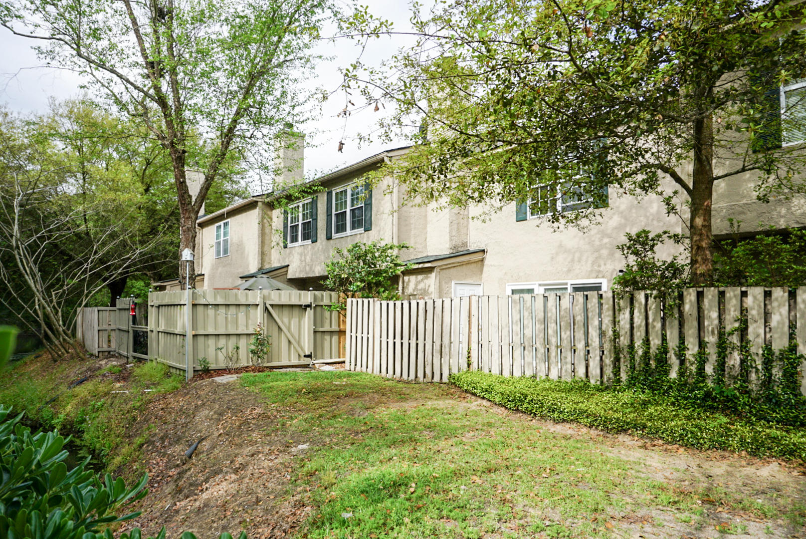 Beaumont Homes For Sale - 2097 Emerald, Mount Pleasant, SC - 1