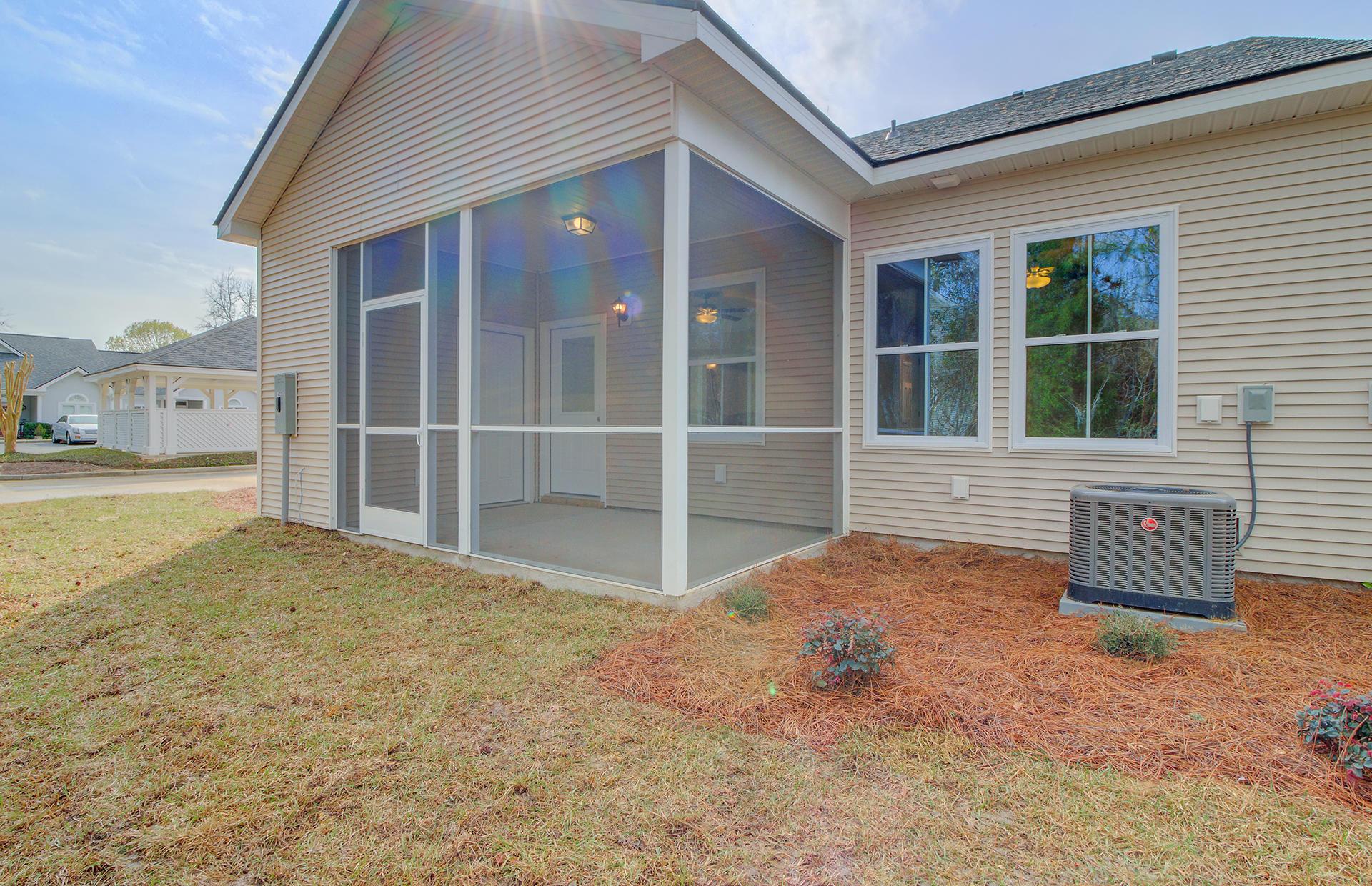 2442 Deer Ridge Lane North Charleston, SC 29406