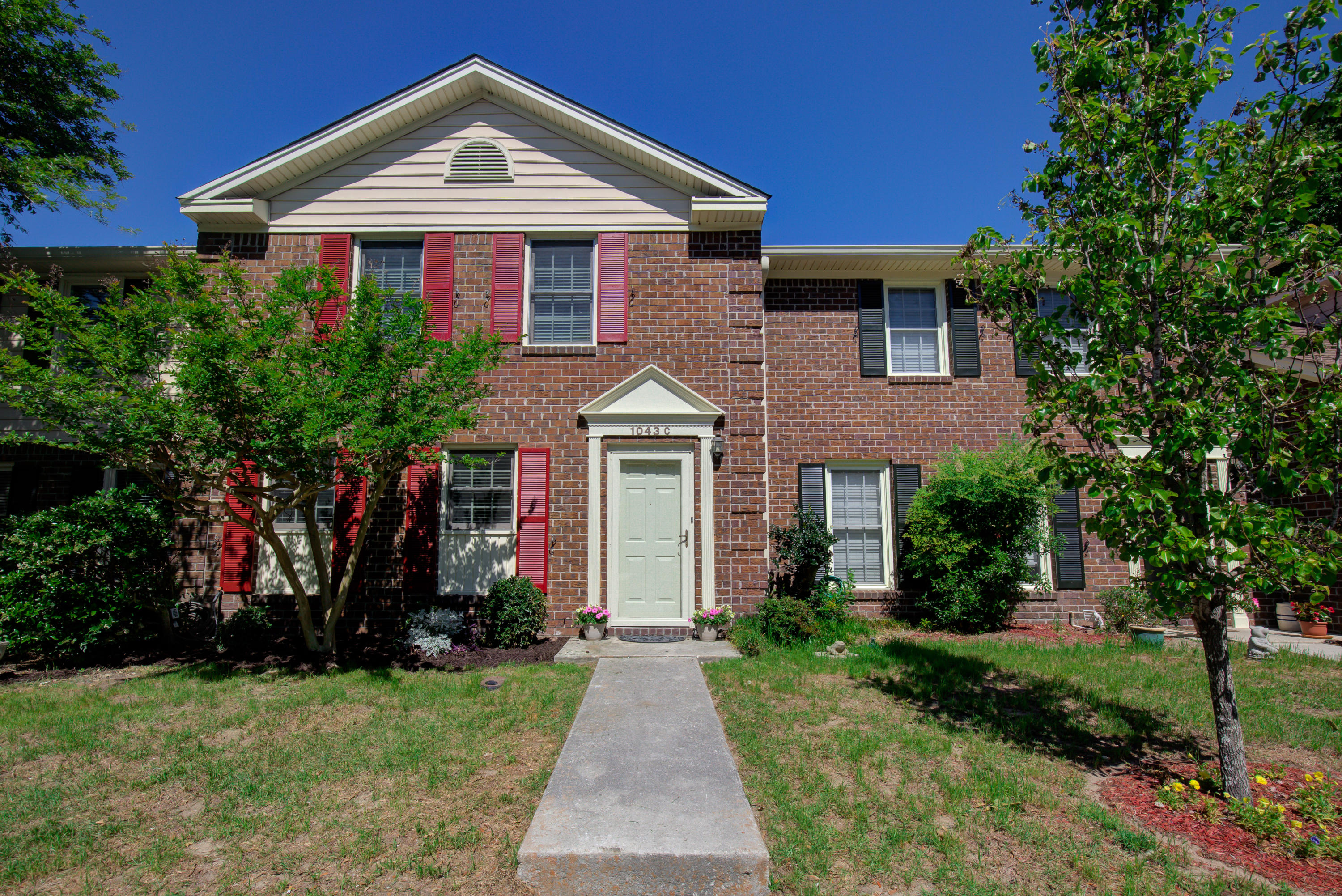 1043 Provincial Circle Mount Pleasant, SC 29464