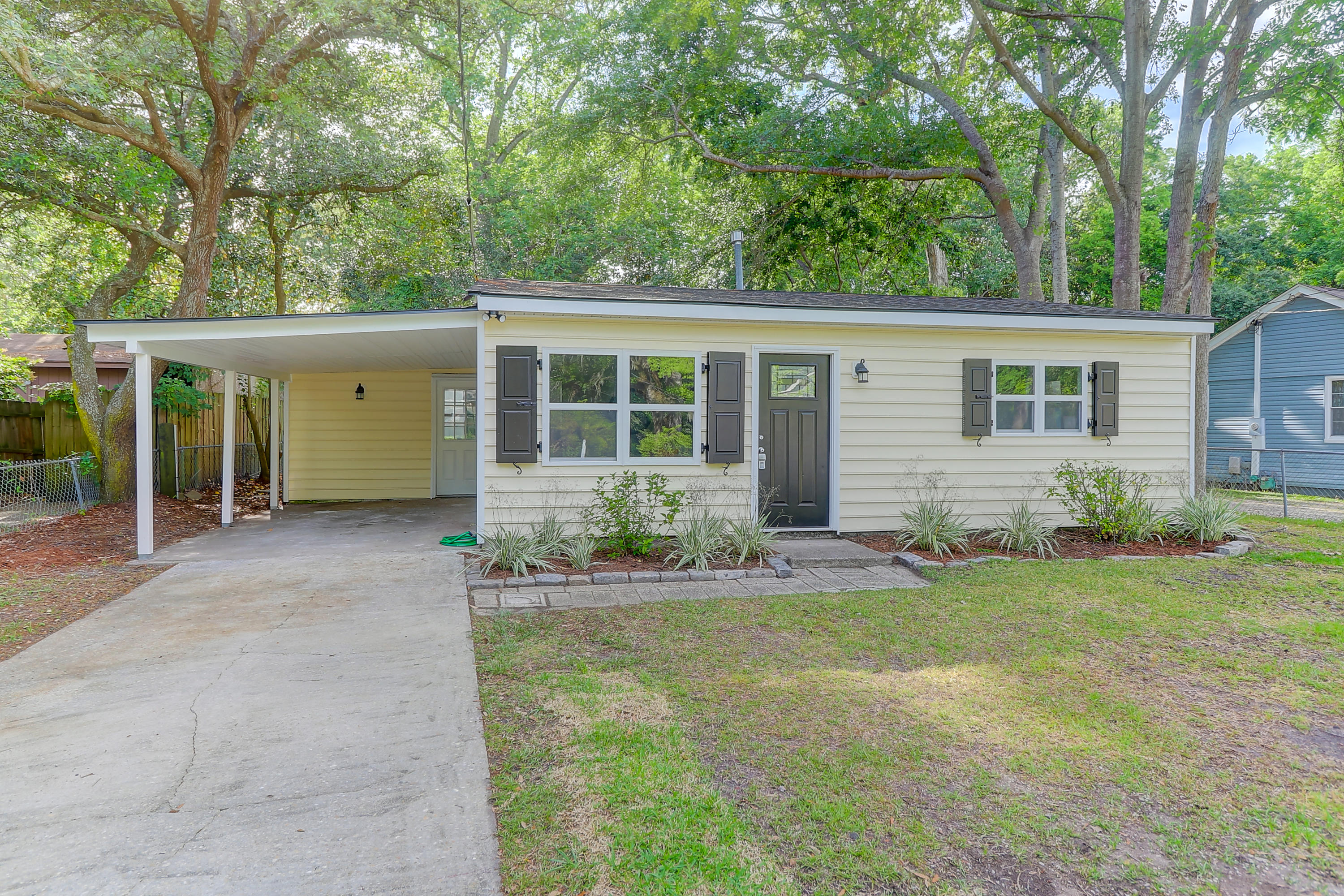 9 Oak Forest Drive Charleston, SC 29407