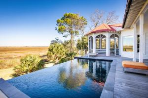 Beautiful marshfront home with infinity pool