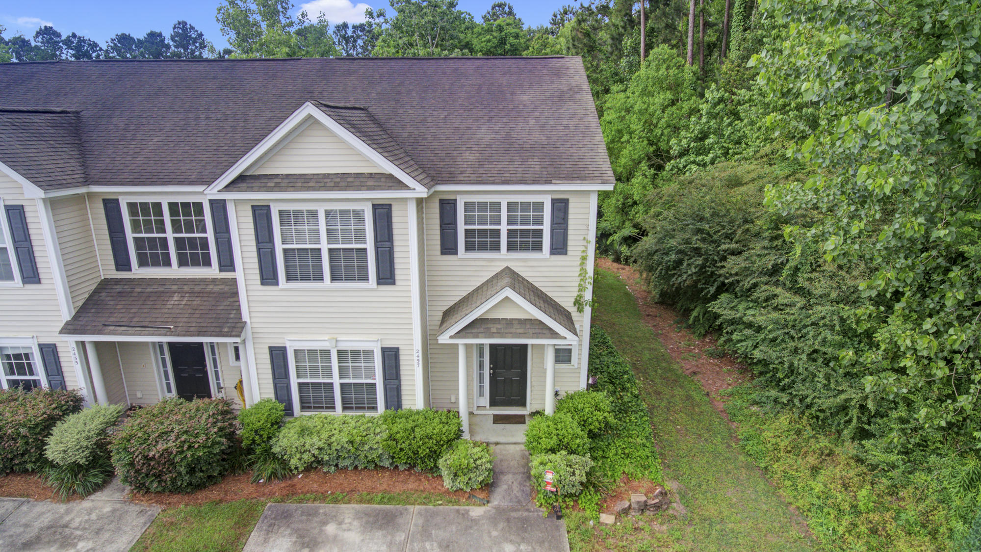 2439 Scholar Lane North Charleston, SC 29406