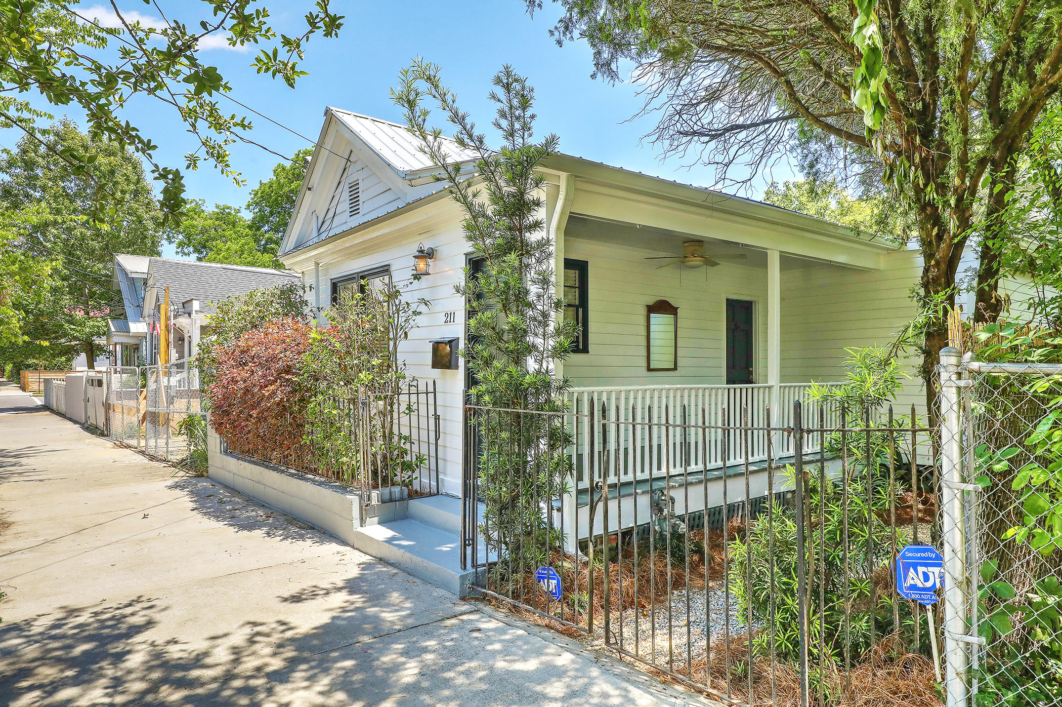 211 Fishburne Street Charleston, SC 29403