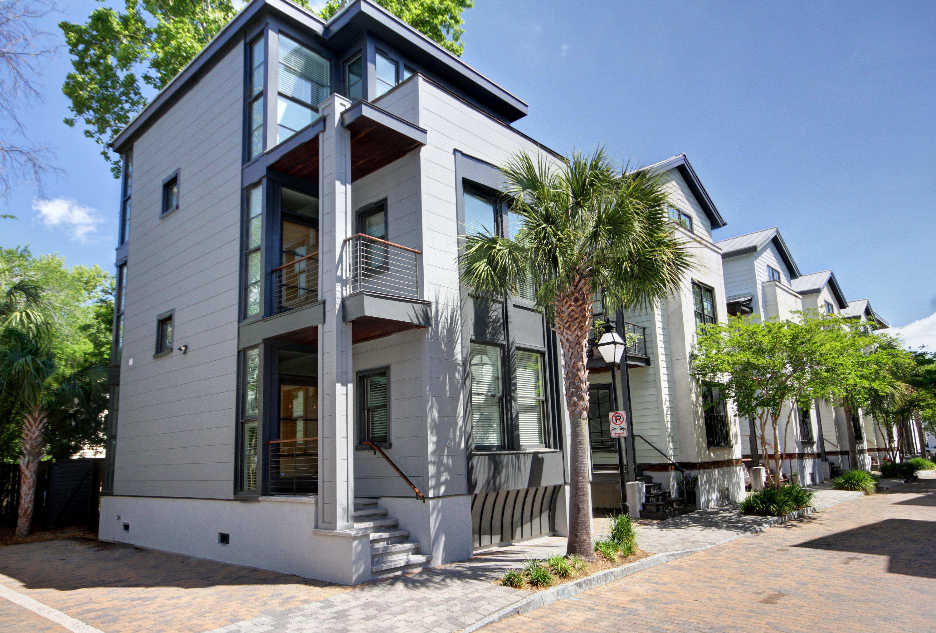 6 Brewster Court Charleston, SC 29403