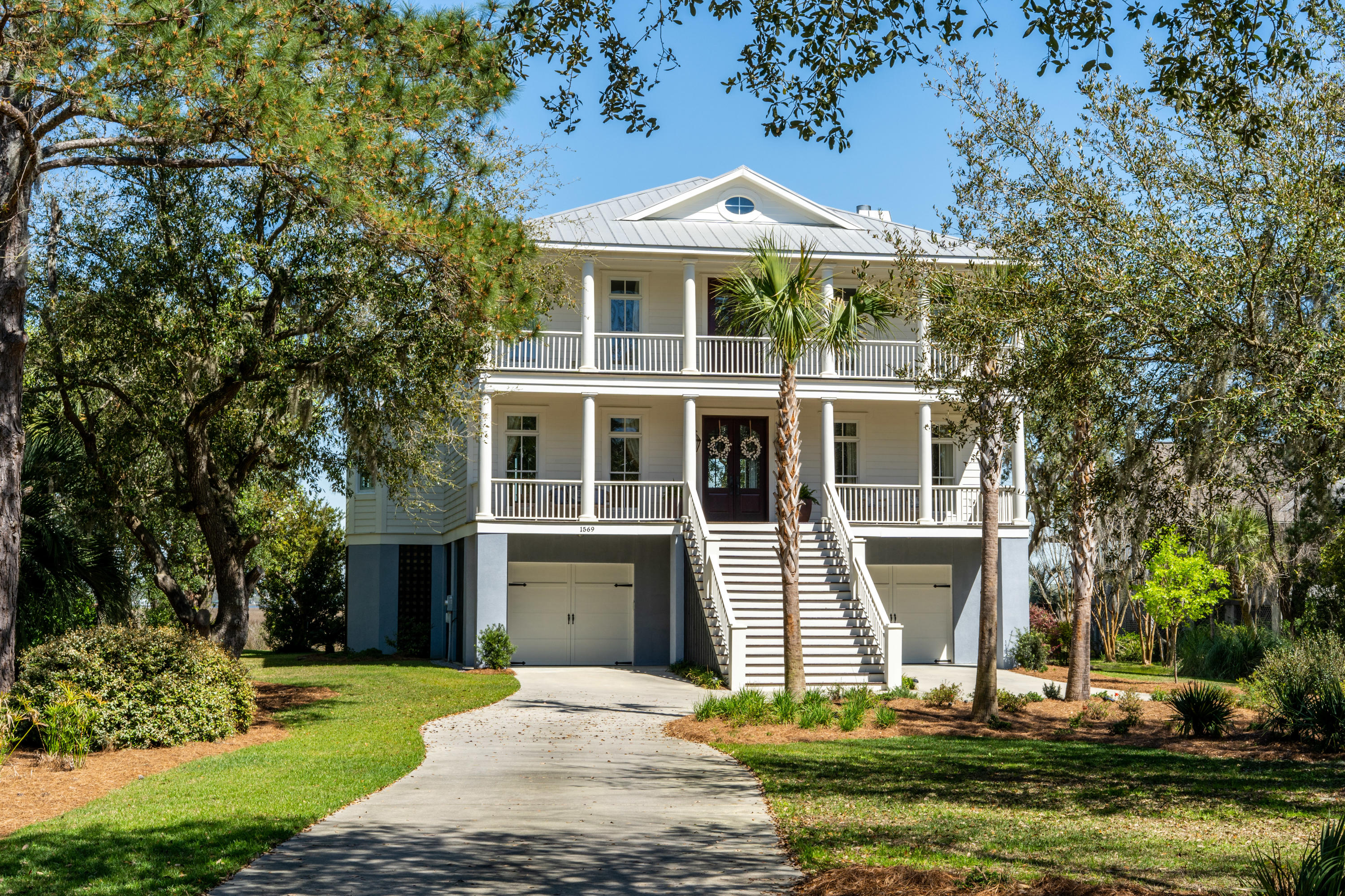 1569 Headquarters Plantation Drive Johns Island, SC 29455