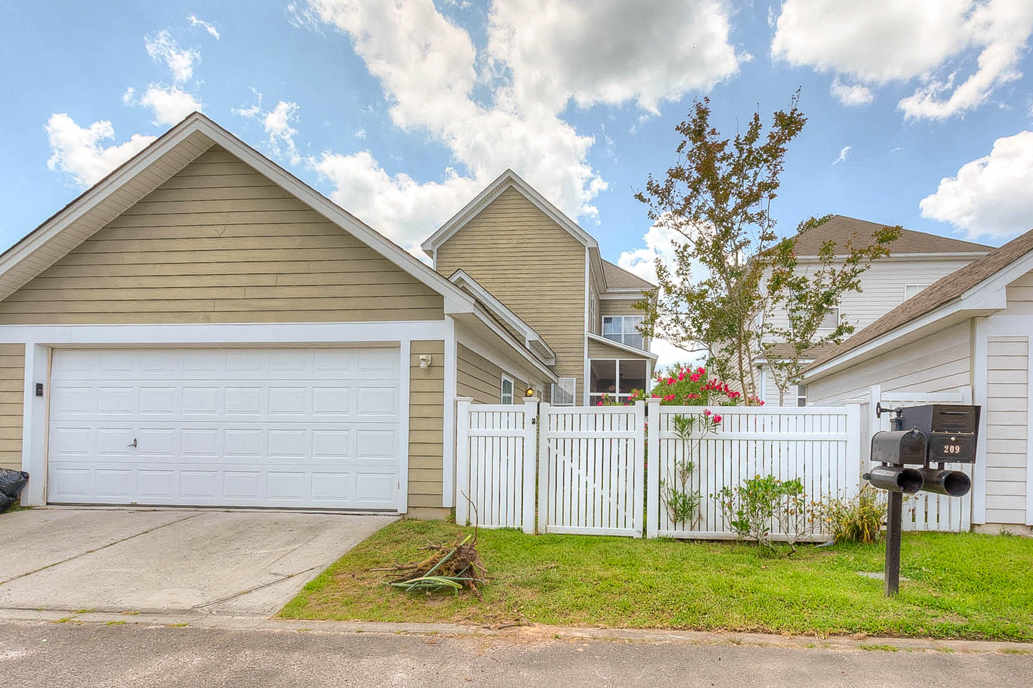 211 White Gables Drive Summerville, SC 29483