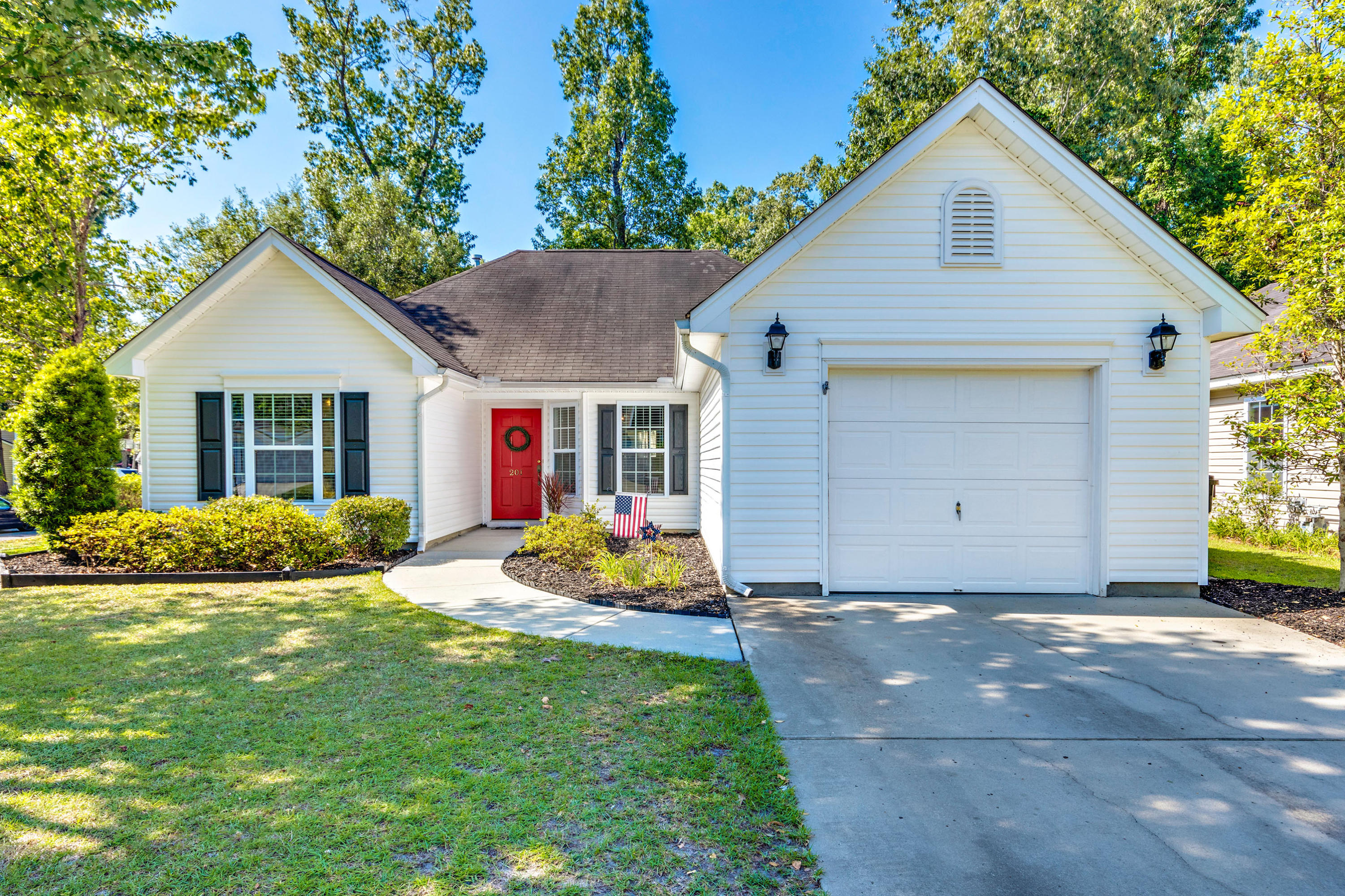 201 Moon Shadow Lane Summerville, SC 29485