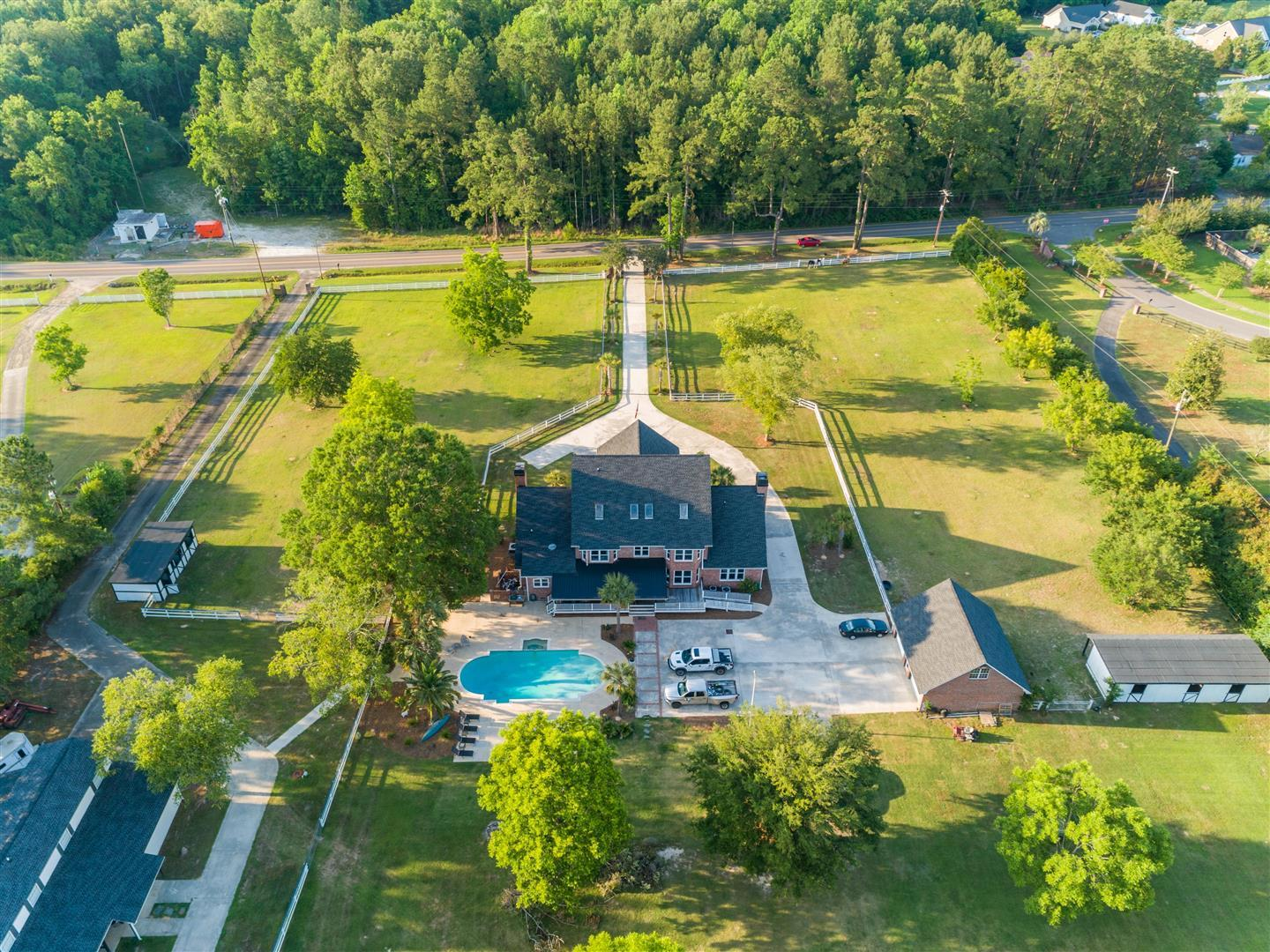 558 W Butternut Road Summerville, SC 29483